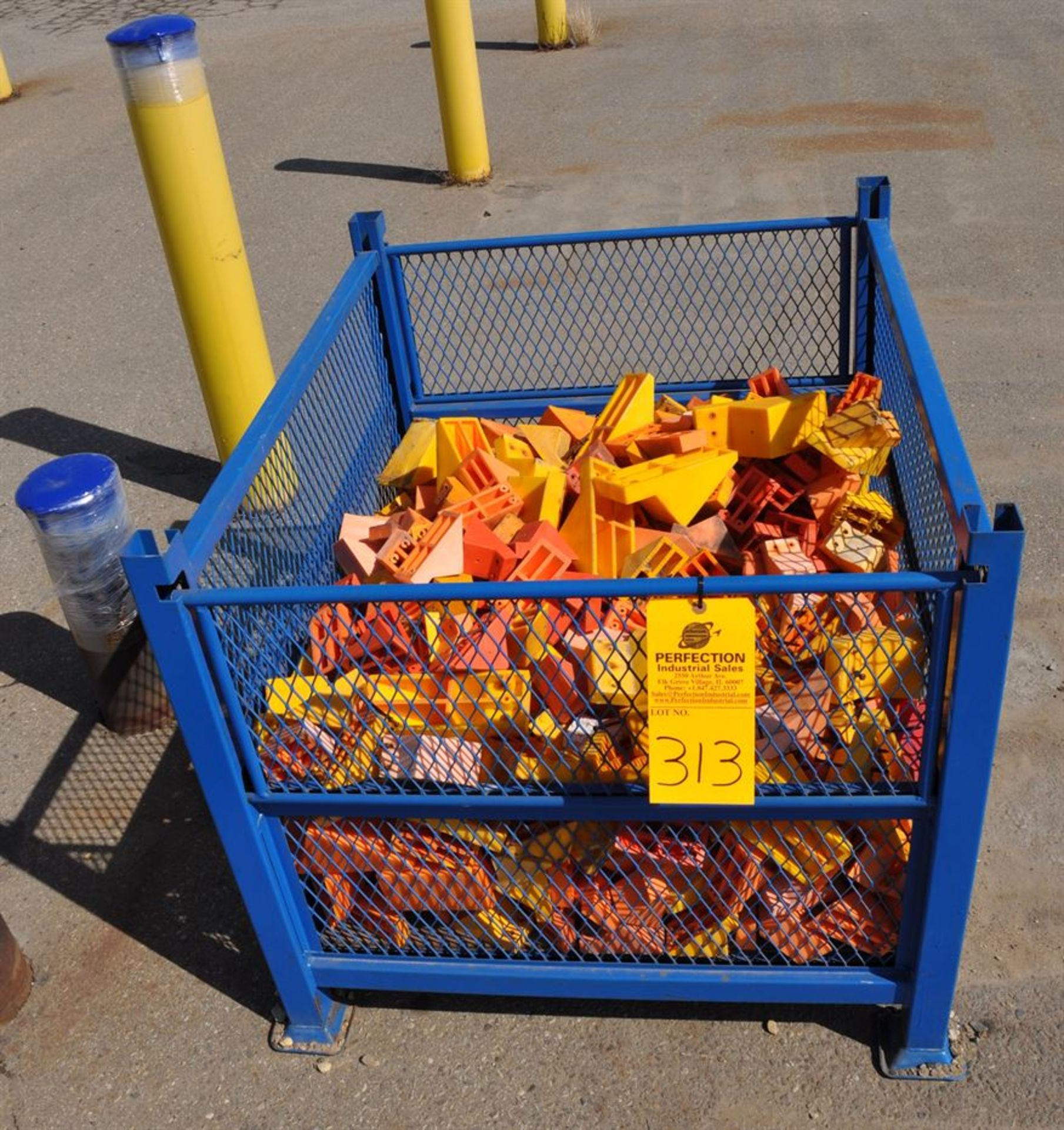 Assorted chocks, excludes basket/cage