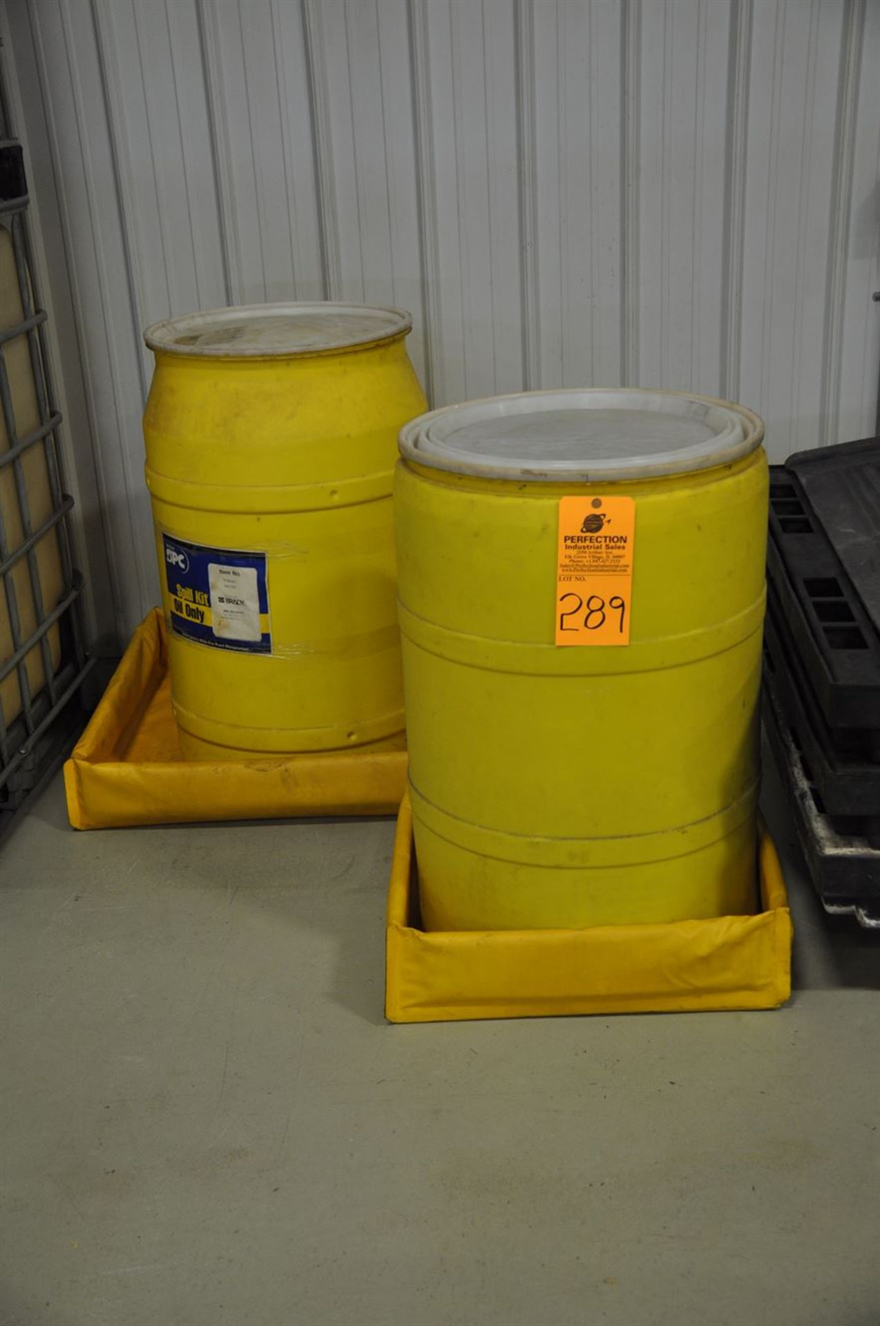 Spill Containment Kits, w/ absorption socks and mats