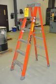 6' Step Ladder, fiber glass, 375 lb