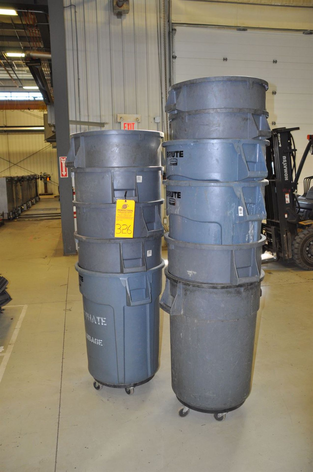 Rubbermaid Trash Cans, assorted sizes
