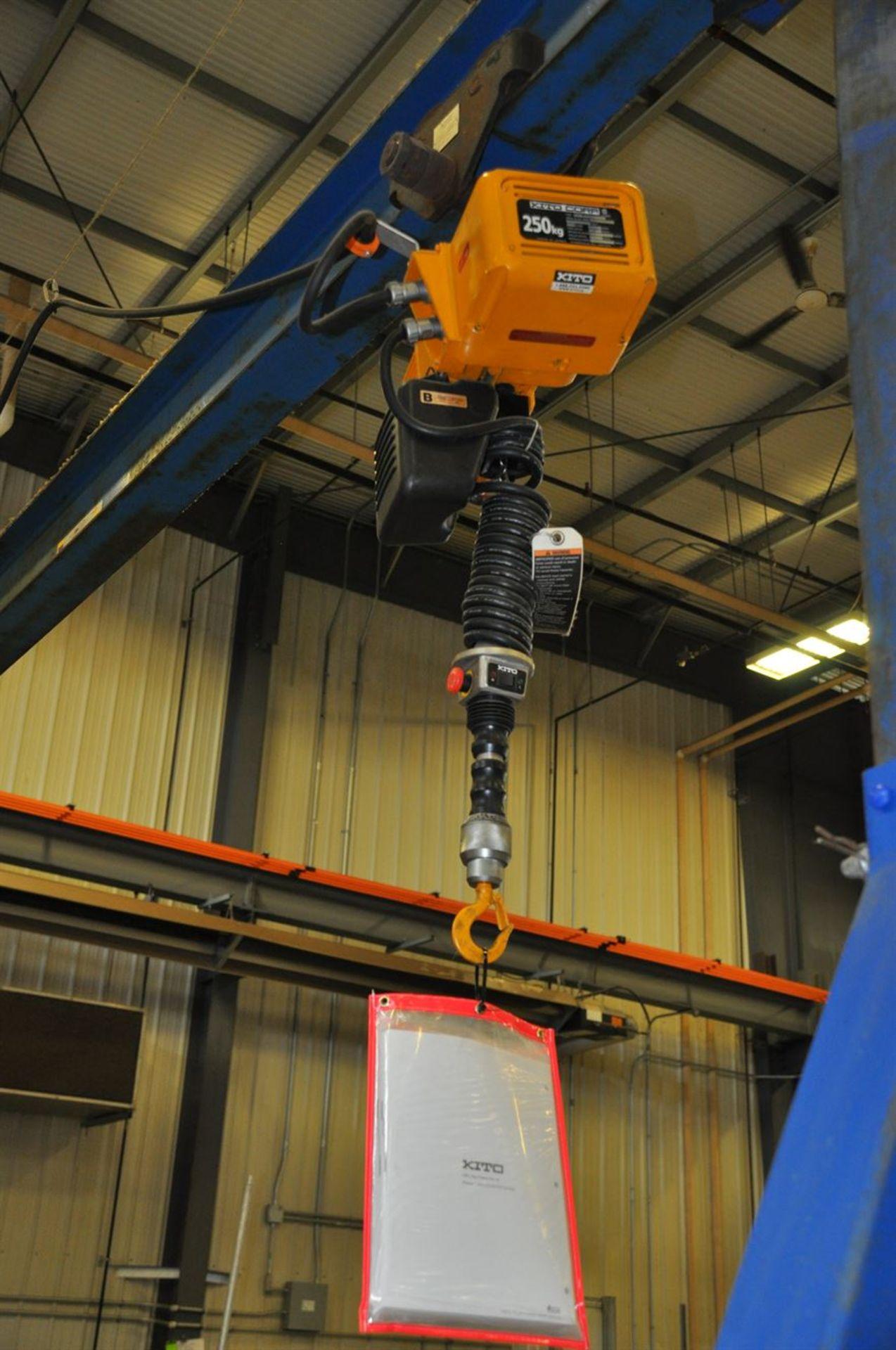 VESTIL 6000 lb Gantry Crane, adjustable height 200 to 400 cm, 420 cm wide base, w/ KITO 250 kg - Image 2 of 2