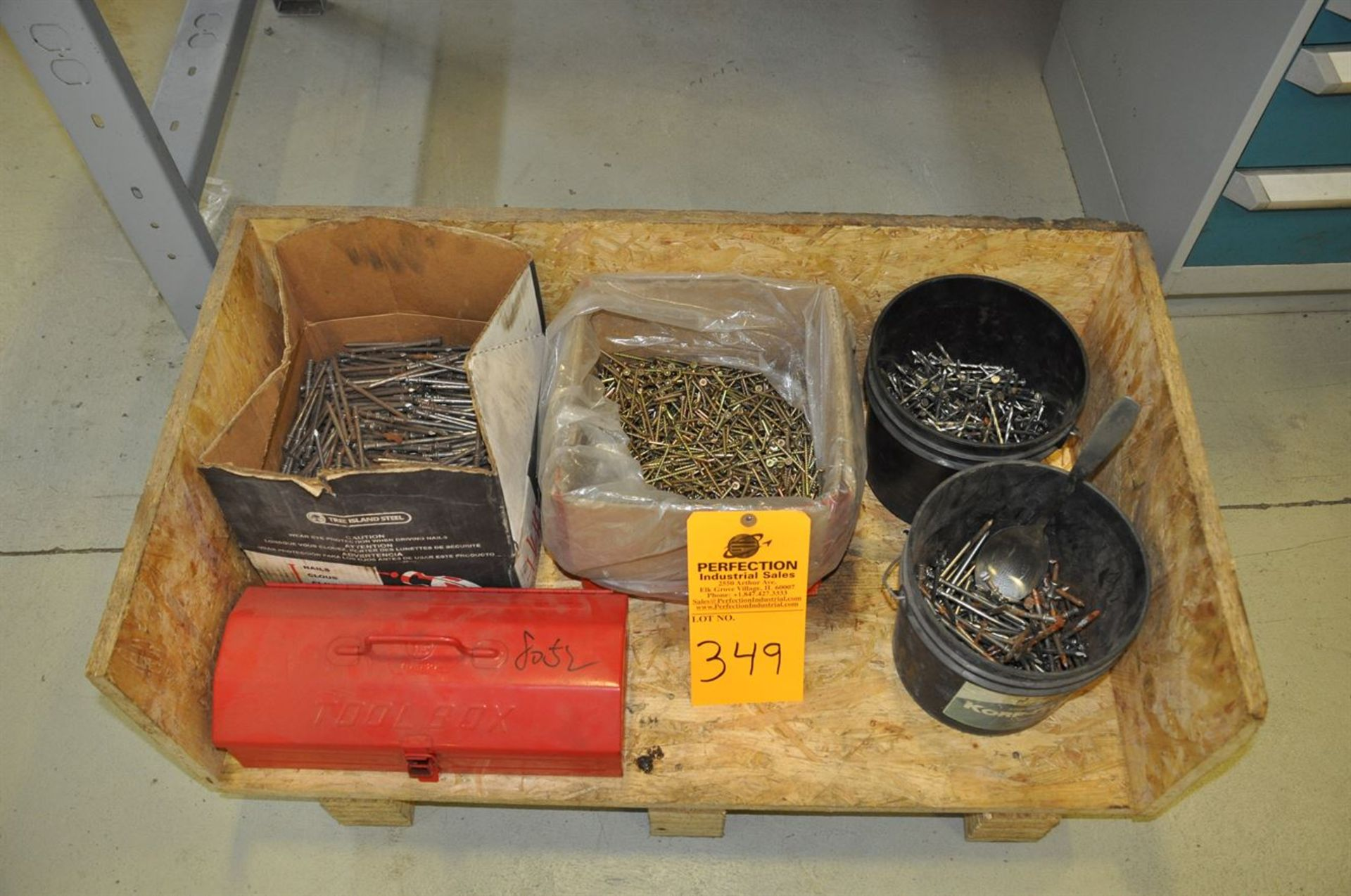 Mixed lot of nails and deck screws