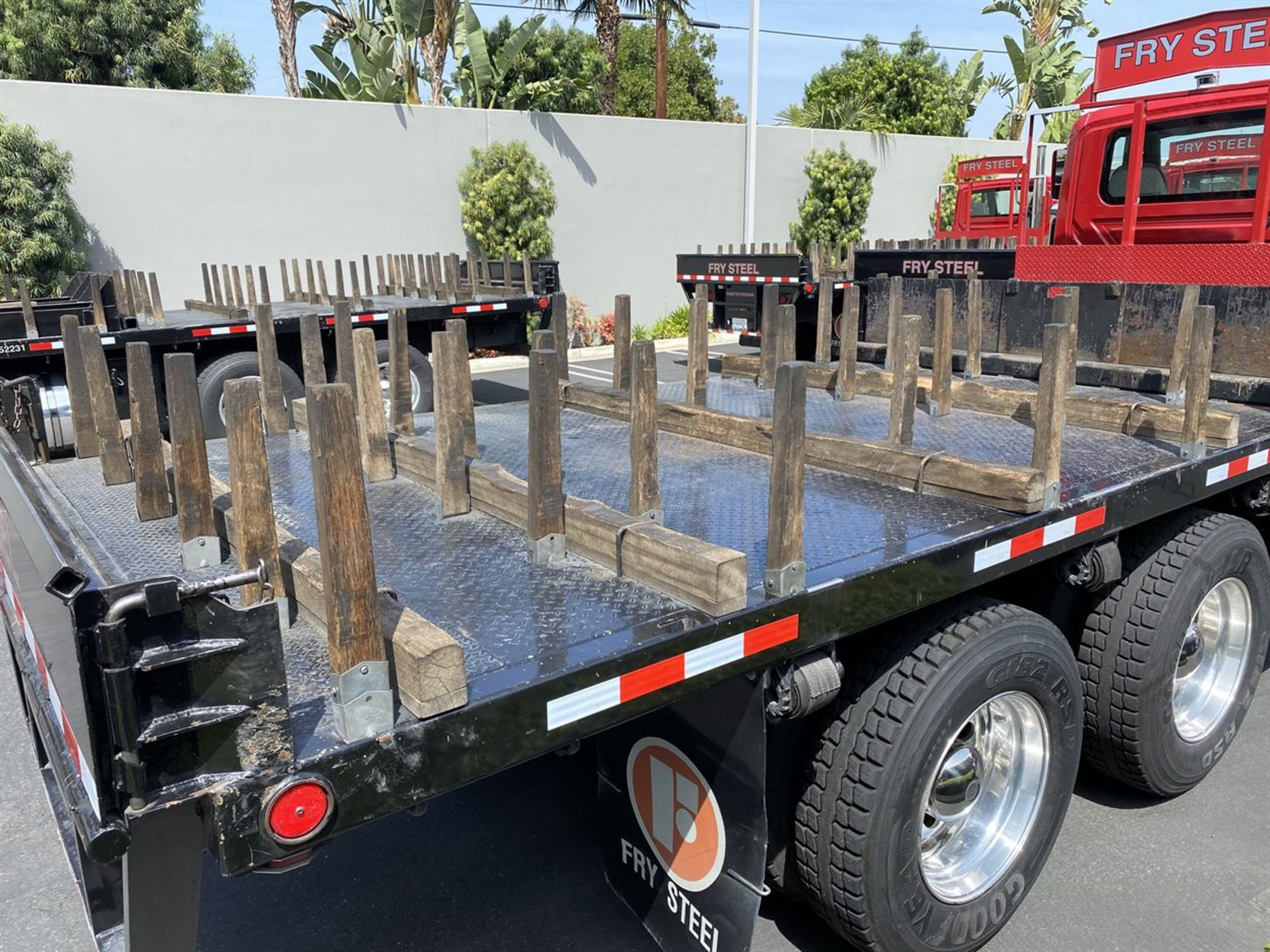 2016 INTERNATIONAL 18' Stake Bed Truck, VIN 1HTHXSNR4GH132503, 129,562 Miles at time of inspection - Image 7 of 21