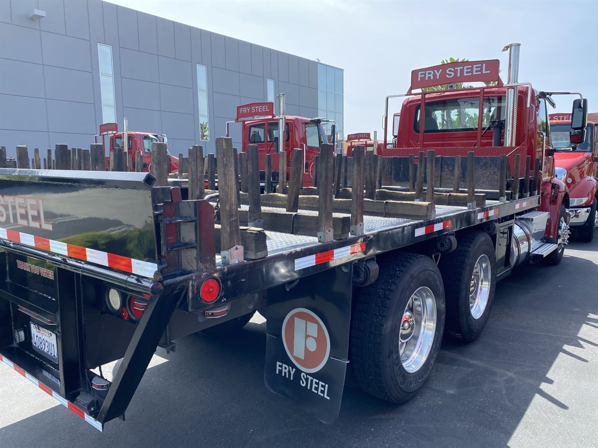 2016 INTERNATIONAL 18' Stake Bed Truck, VIN 3HTHXSNR9GN132471, 131,736 Miles at time of inspection - Image 5 of 17