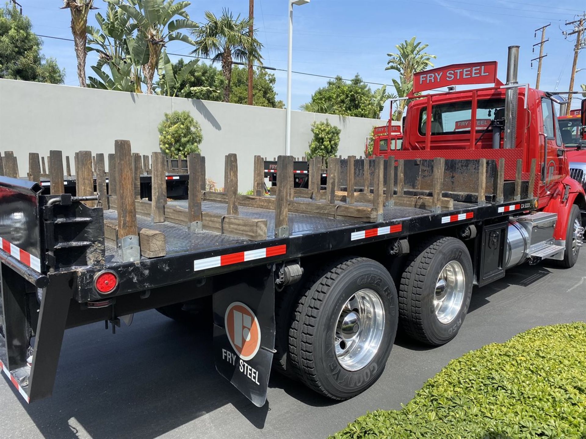 2016 INTERNATIONAL 18' Stake Bed Truck, VIN 1HTHXSNR4GH132503, 129,562 Miles at time of inspection - Image 6 of 21