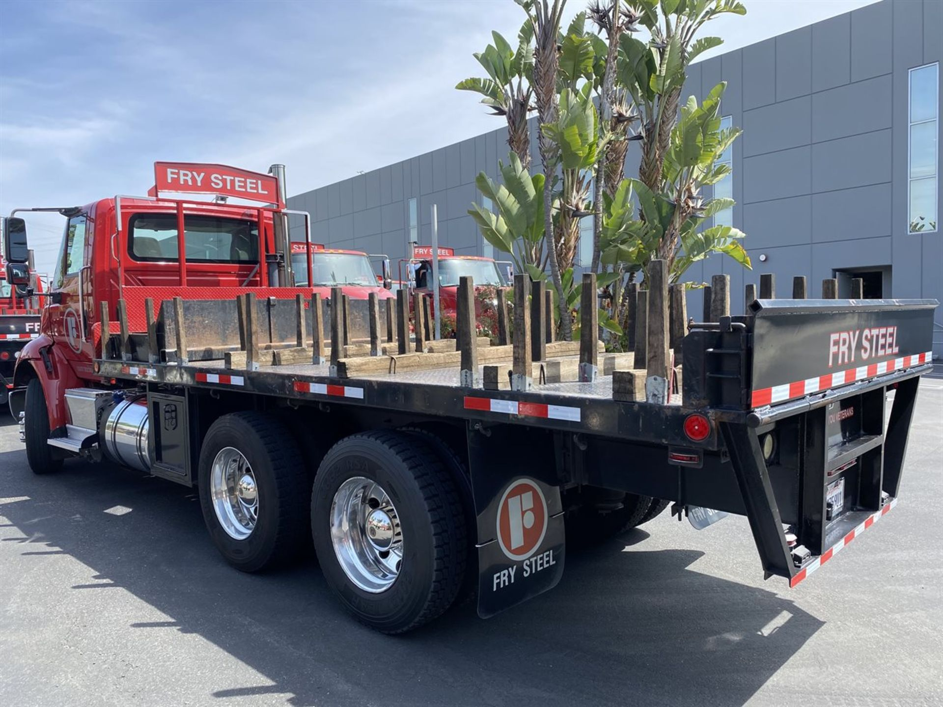 2016 INTERNATIONAL 18' Stake Bed Truck, VIN 3HTHXSNR2GN003228, 122,350 Miles at time of inspection - Image 4 of 21