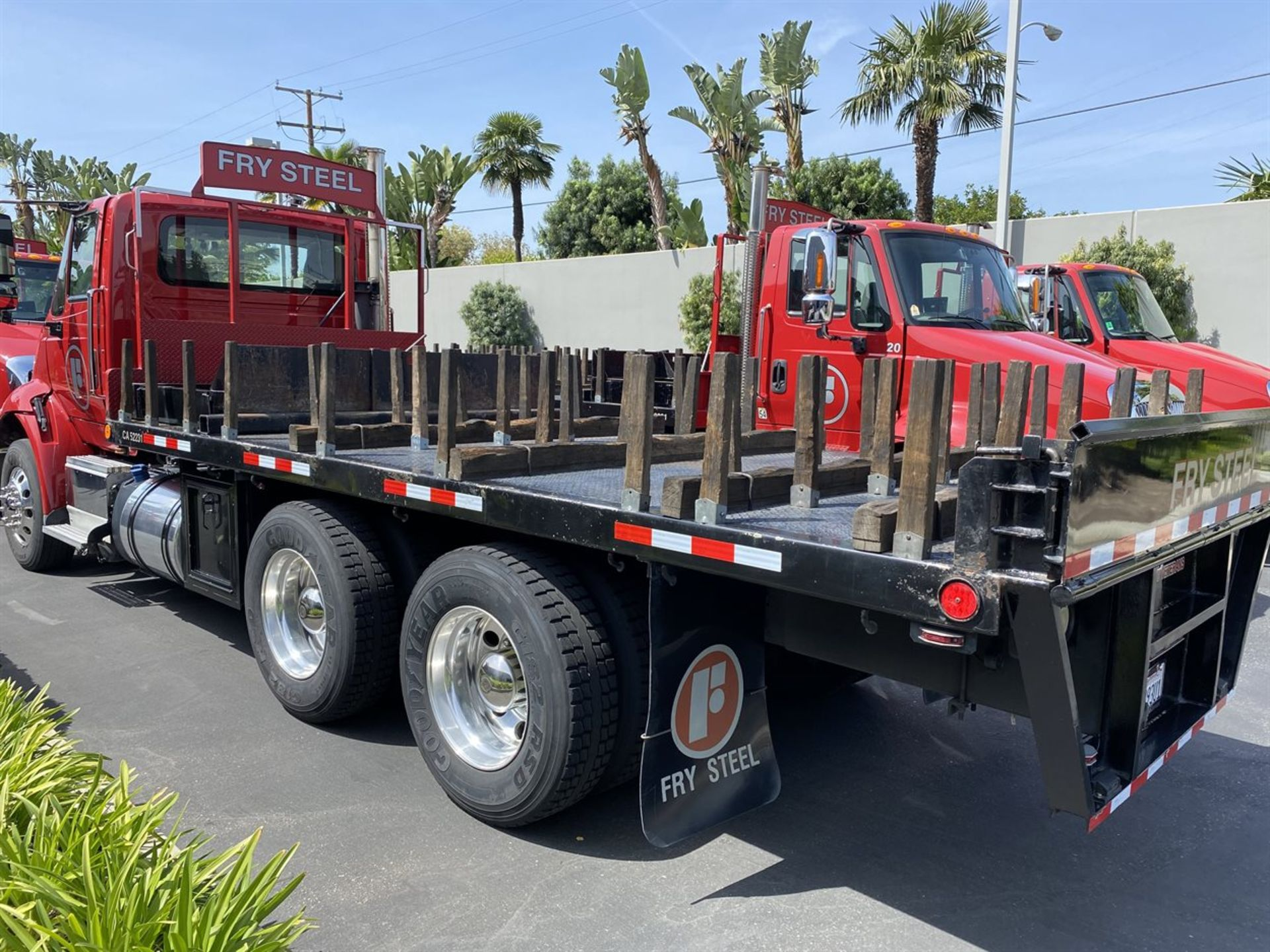 2016 INTERNATIONAL 18' Stake Bed Truck, VIN 3HTHXSNR9GN132471, 131,736 Miles at time of inspection - Image 3 of 17