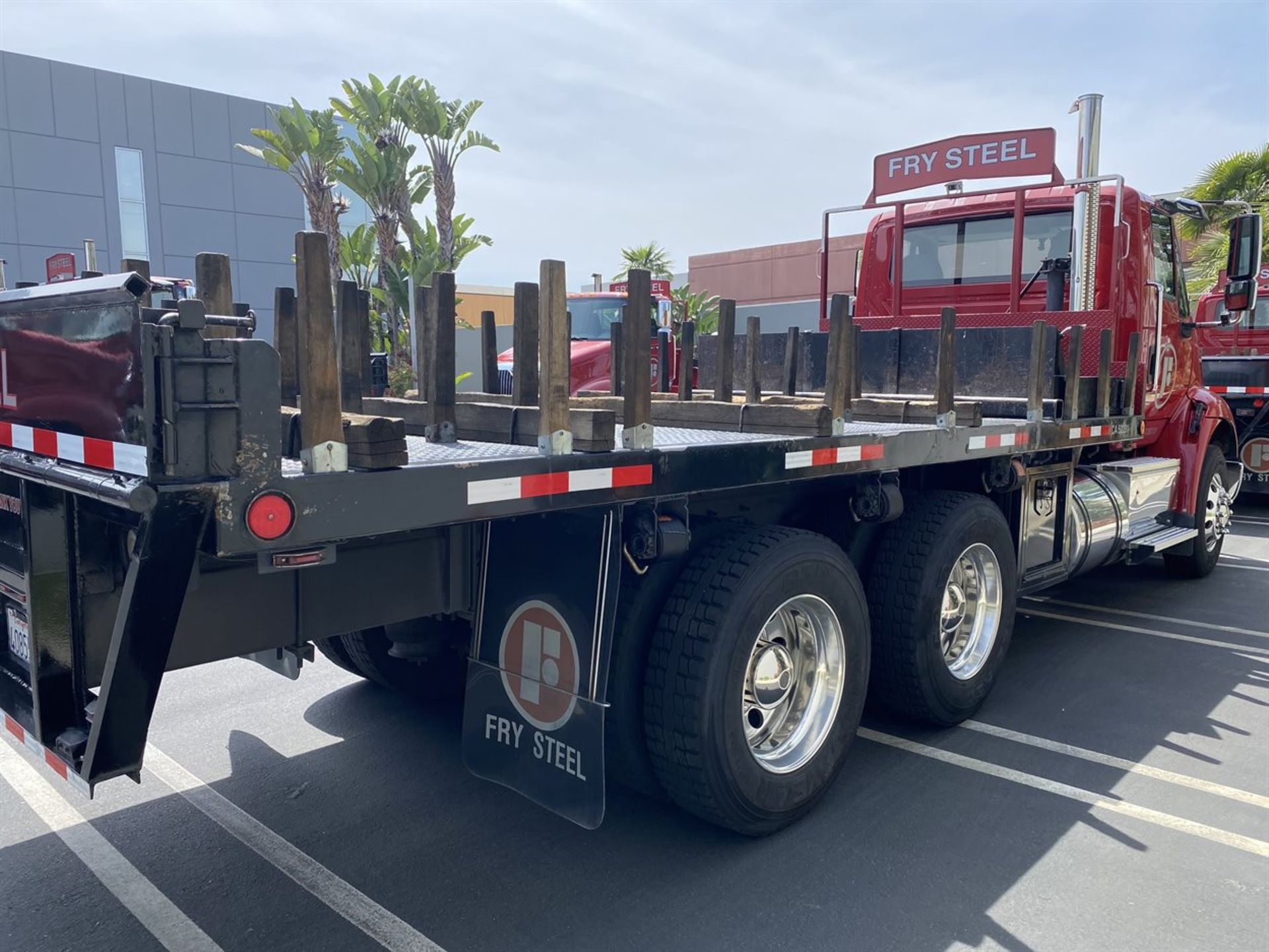2016 INTERNATIONAL 18' Stake Bed Truck, VIN 3HTHXSNR1GN003236, 125,809 Miles at time of inspection - Image 6 of 20