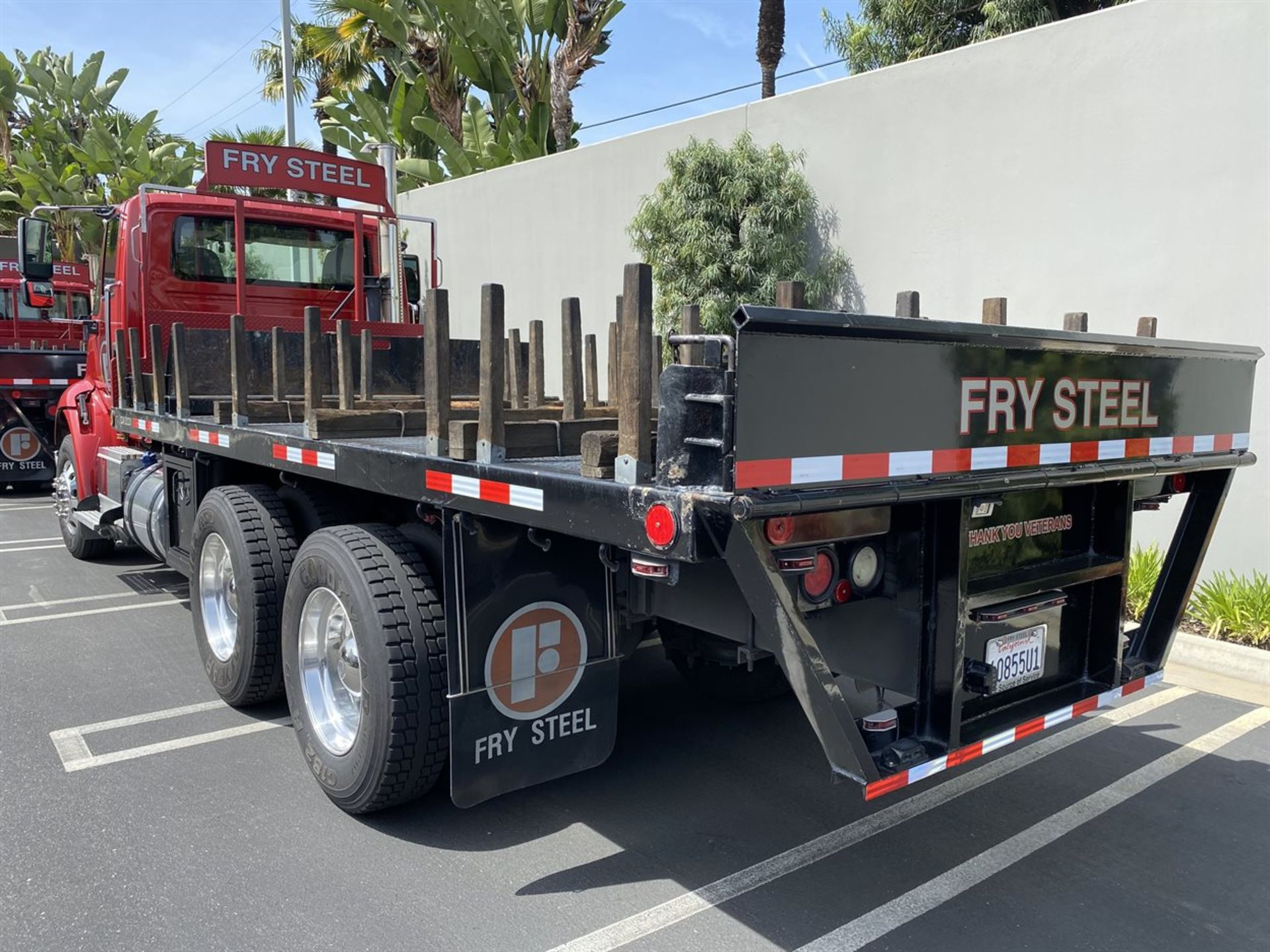 2016 INTERNATIONAL 18' Stake Bed Truck, VIN 3HTHXSNR1GN003236, 125,809 Miles at time of inspection - Image 4 of 20