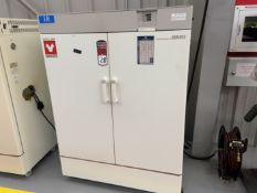 "Yamato DKN 912 Constant Temperature Oven 410 Deg F Max Temp, 18""x 39"" x 18"" Deep, s/n BA800071"