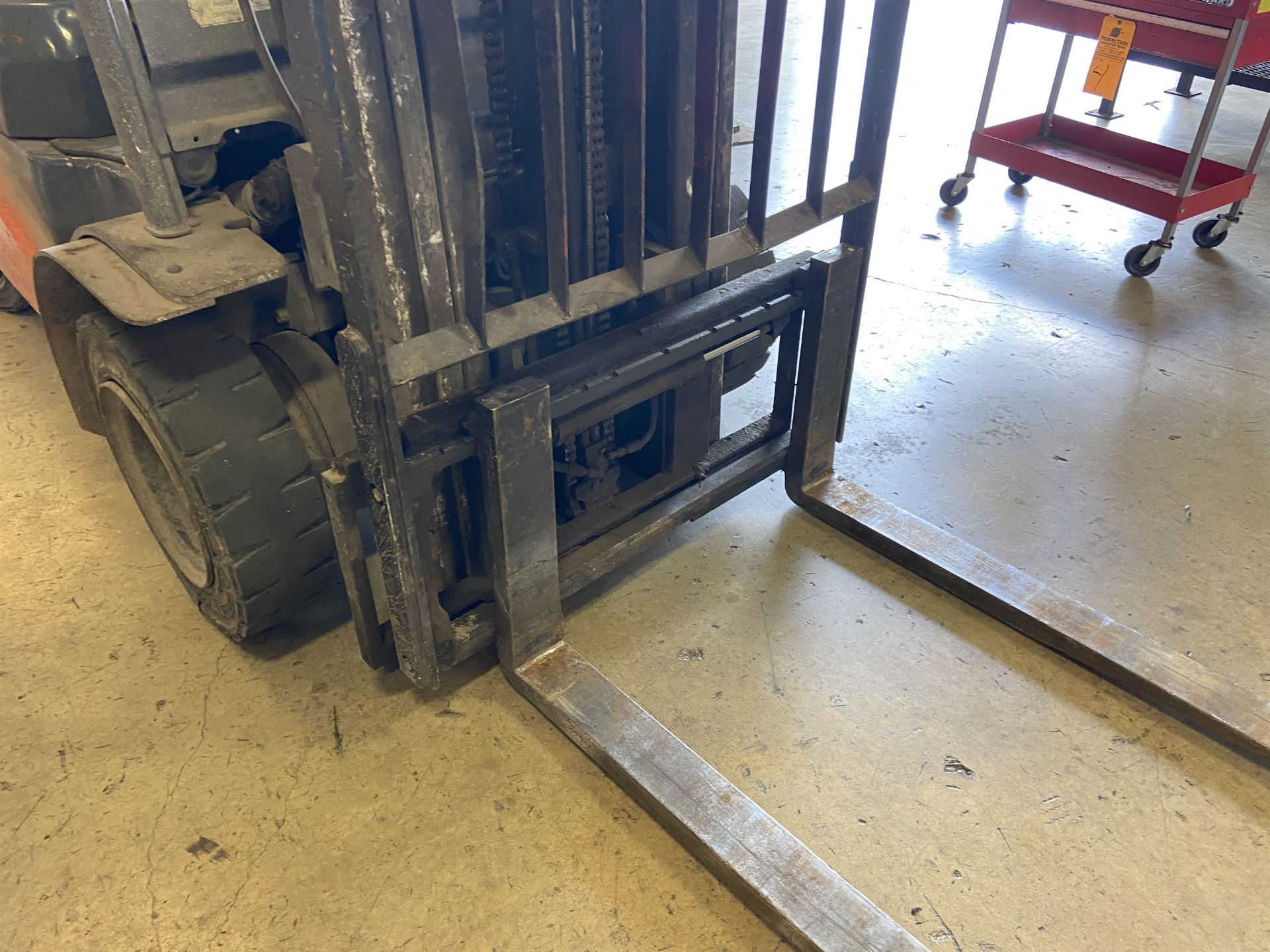 """Toyota Model 8FGU 25 LP 4500 Lb LP Forklift, 189 Lift, 3 Stage, 48"""" Forks, Side Shift, Solid - Image 5 of 6"""