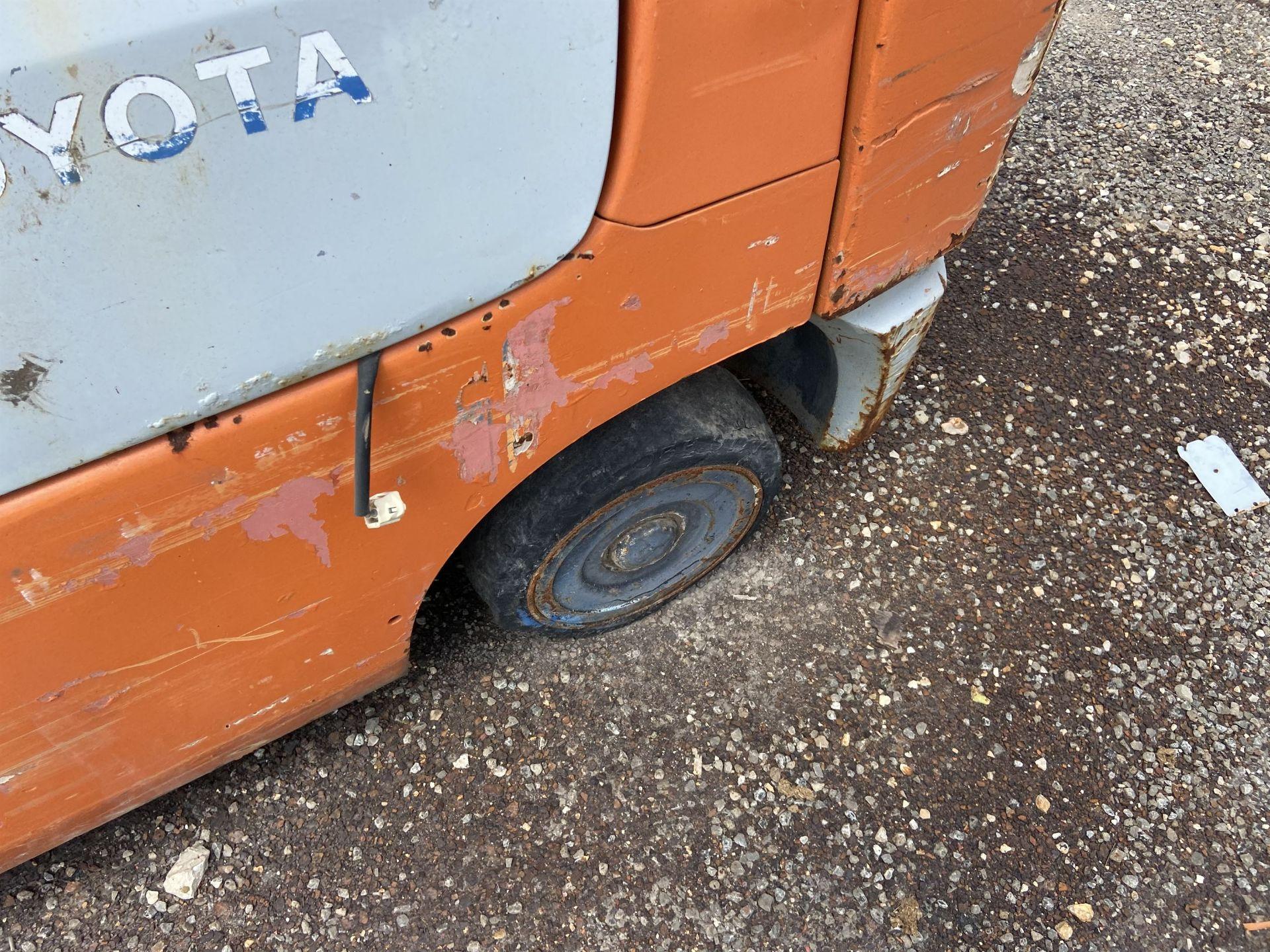 """Toyota 7FGCU25 2500 Lb LP Forklift, 189"""" lift, 3 Stage, Side Shift, 42"""" Forks, solid Tires, s/n - Image 3 of 8"""