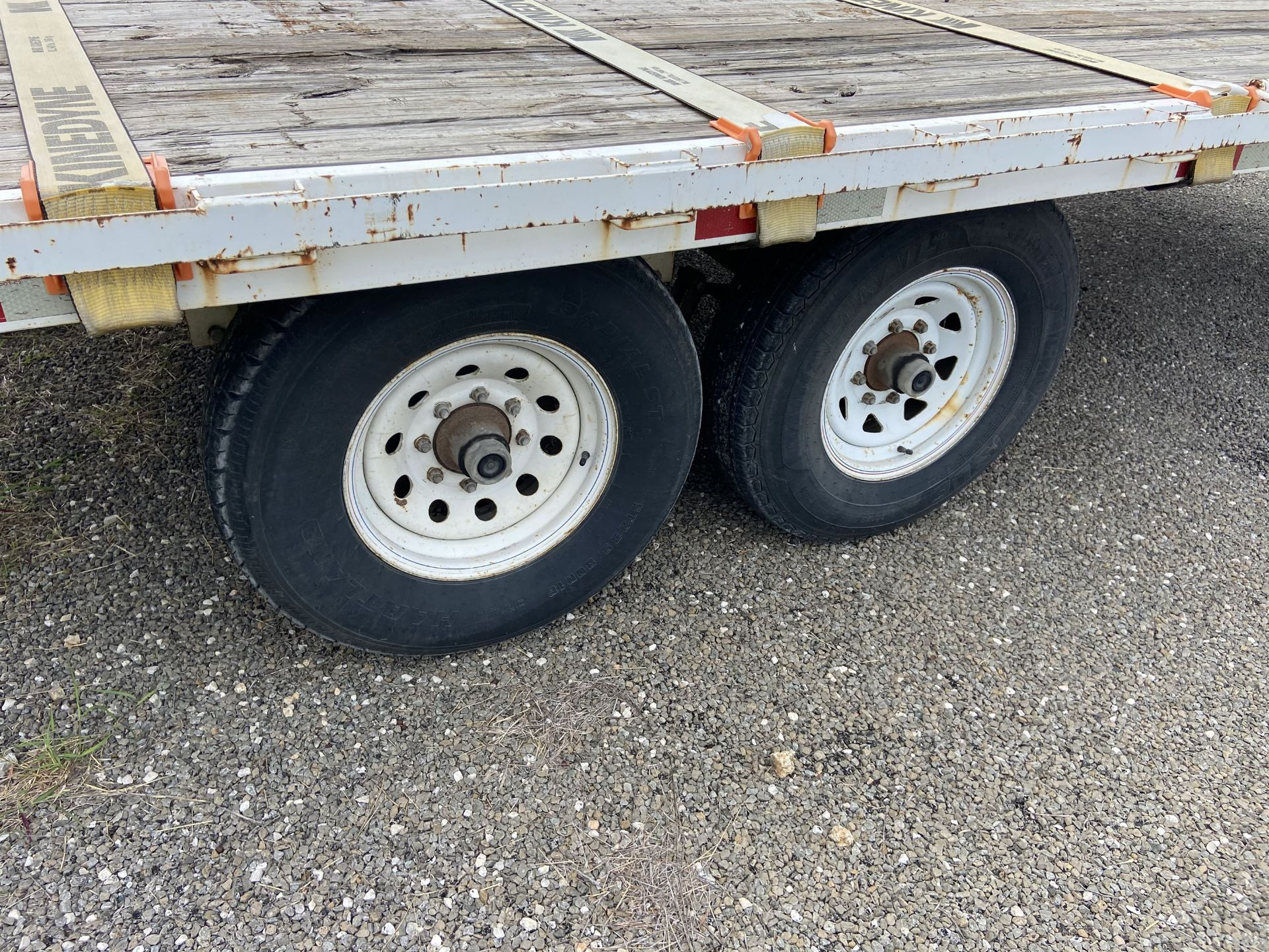 16' Bed Goose Neck trailer, 14k Axles, Built in Straps. (Title Not Available) - Image 3 of 5