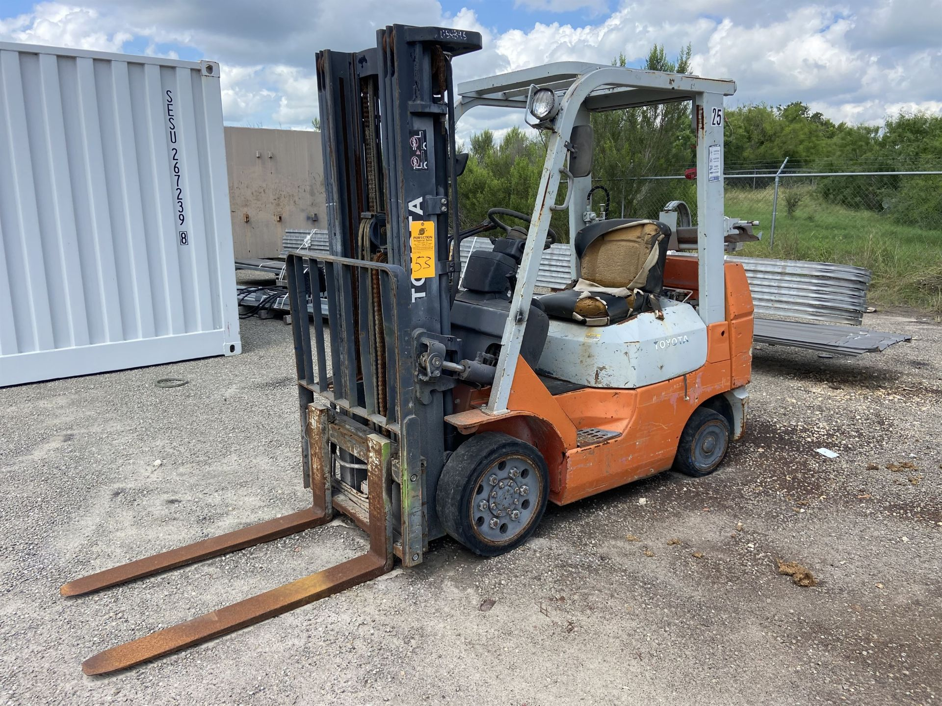 """Toyota 7FGCU25 2500 Lb LP Forklift, 189"""" lift, 3 Stage, Side Shift, 42"""" Forks, solid Tires, s/n"""