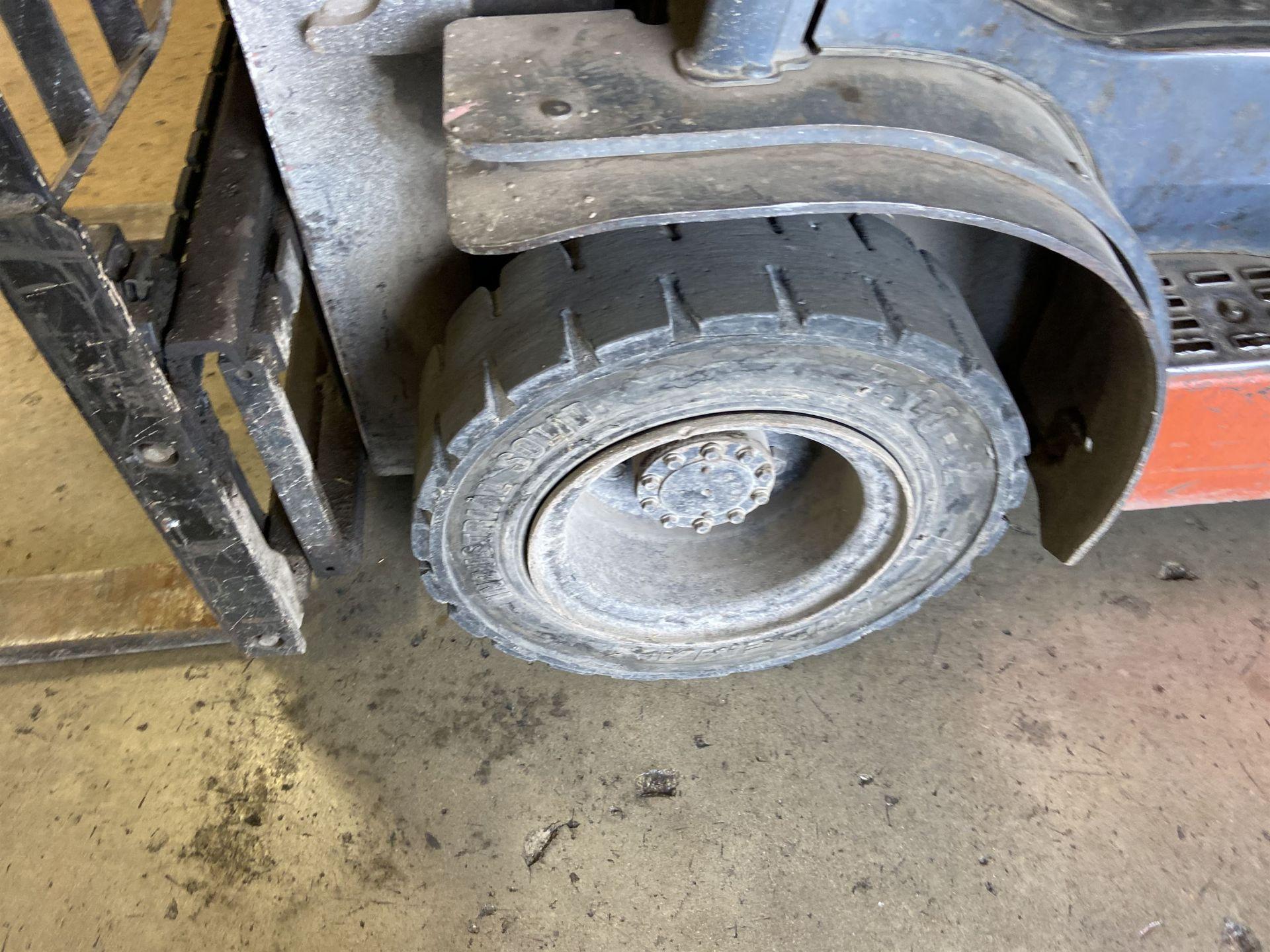 """Toyota Model 8FGU 25 LP 4500 Lb LP Forklift, 189 Lift, 3 Stage, 48"""" Forks, Side Shift, Solid - Image 2 of 6"""