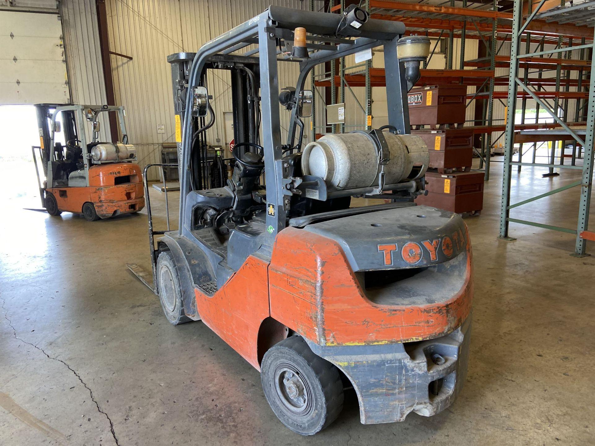 """Toyota Model 8FGU 25 LP 4500 Lb LP Forklift, 189 Lift, 3 Stage, 48"""" Forks, Side Shift, Solid - Image 3 of 6"""