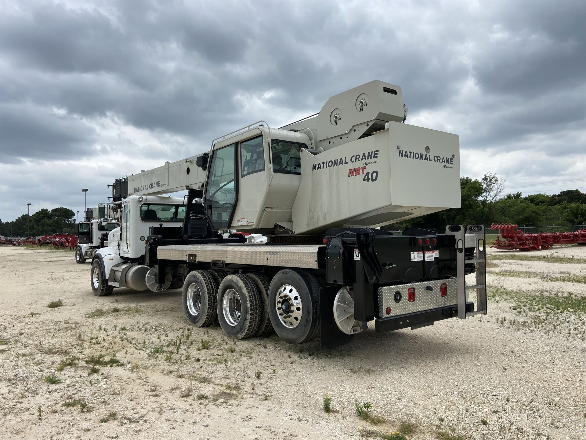 2014 NATIONAL NBT 40 Mobile Swing Truck Crane, s/n 299983, 2,174 Miles, 75.9 Hours - Image 2 of 35
