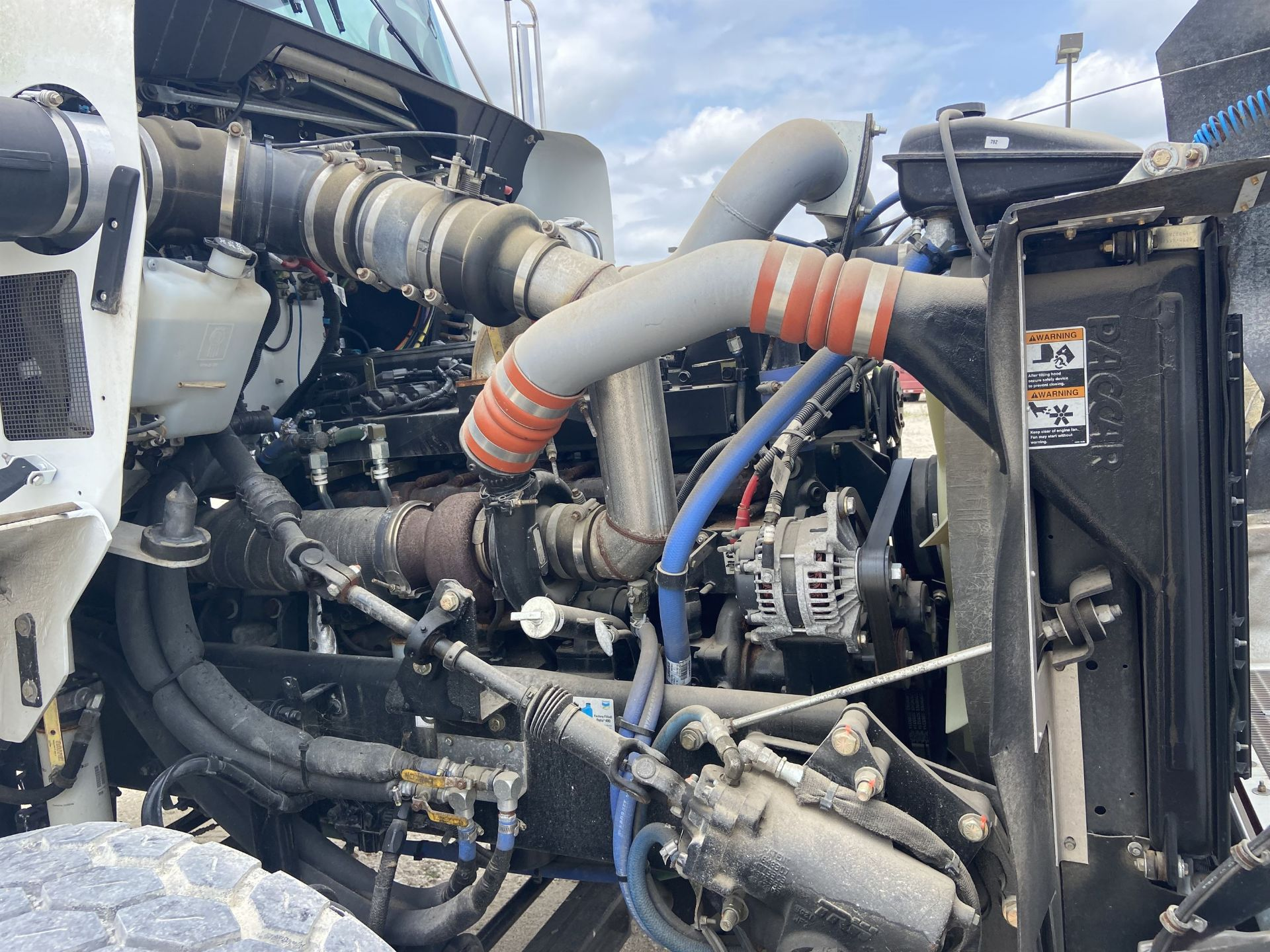 2015 KENWORTH T800 Cab and Chassis, VIN # 1NKDL00X2FR451214, 379 HP ISME 385 Engine, FRO14210C - Image 18 of 24