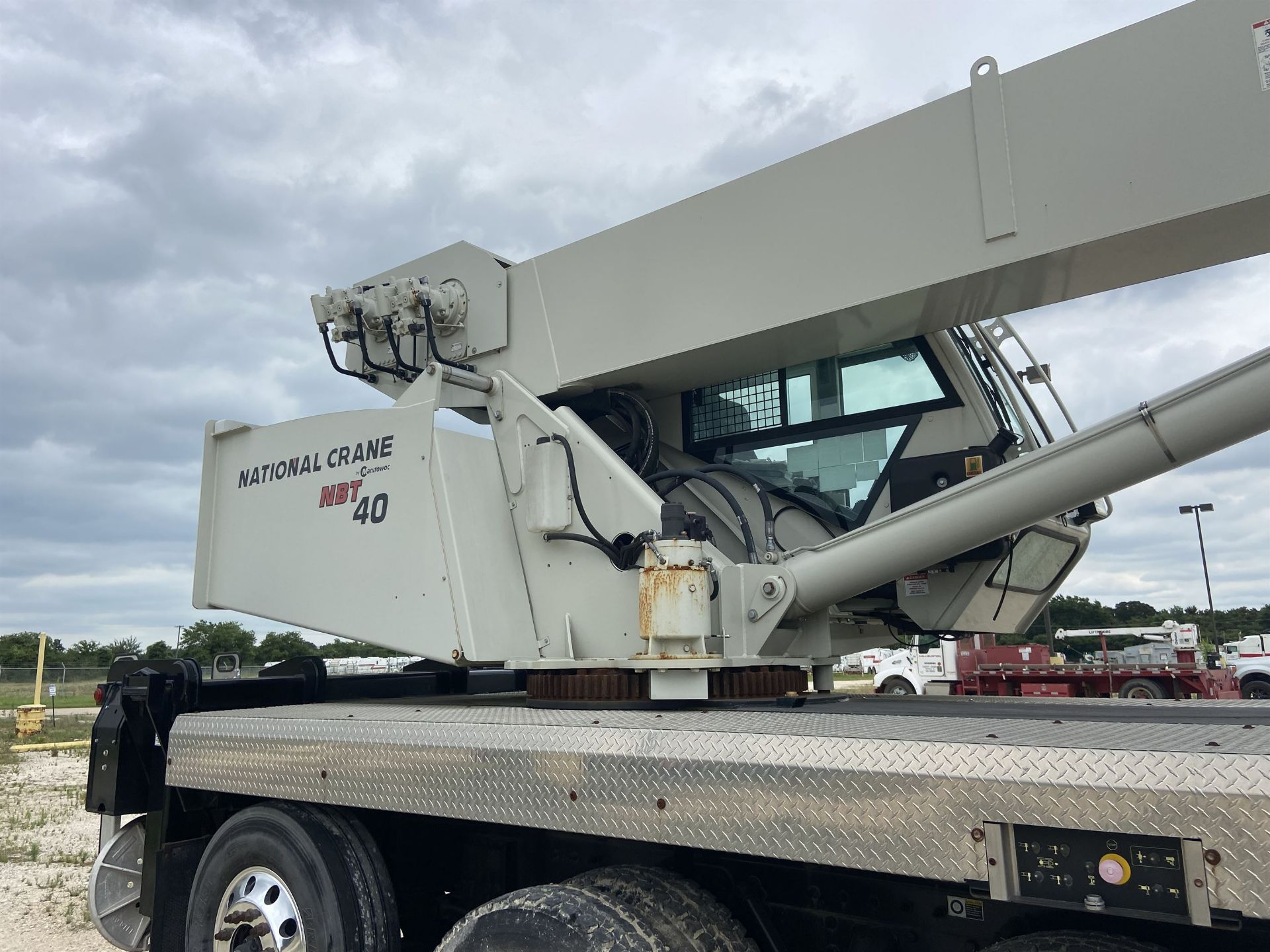 2014 NATIONAL NBT 40 Mobile Swing Truck Crane, s/n 299983, 2,174 Miles, 75.9 Hours - Image 34 of 35