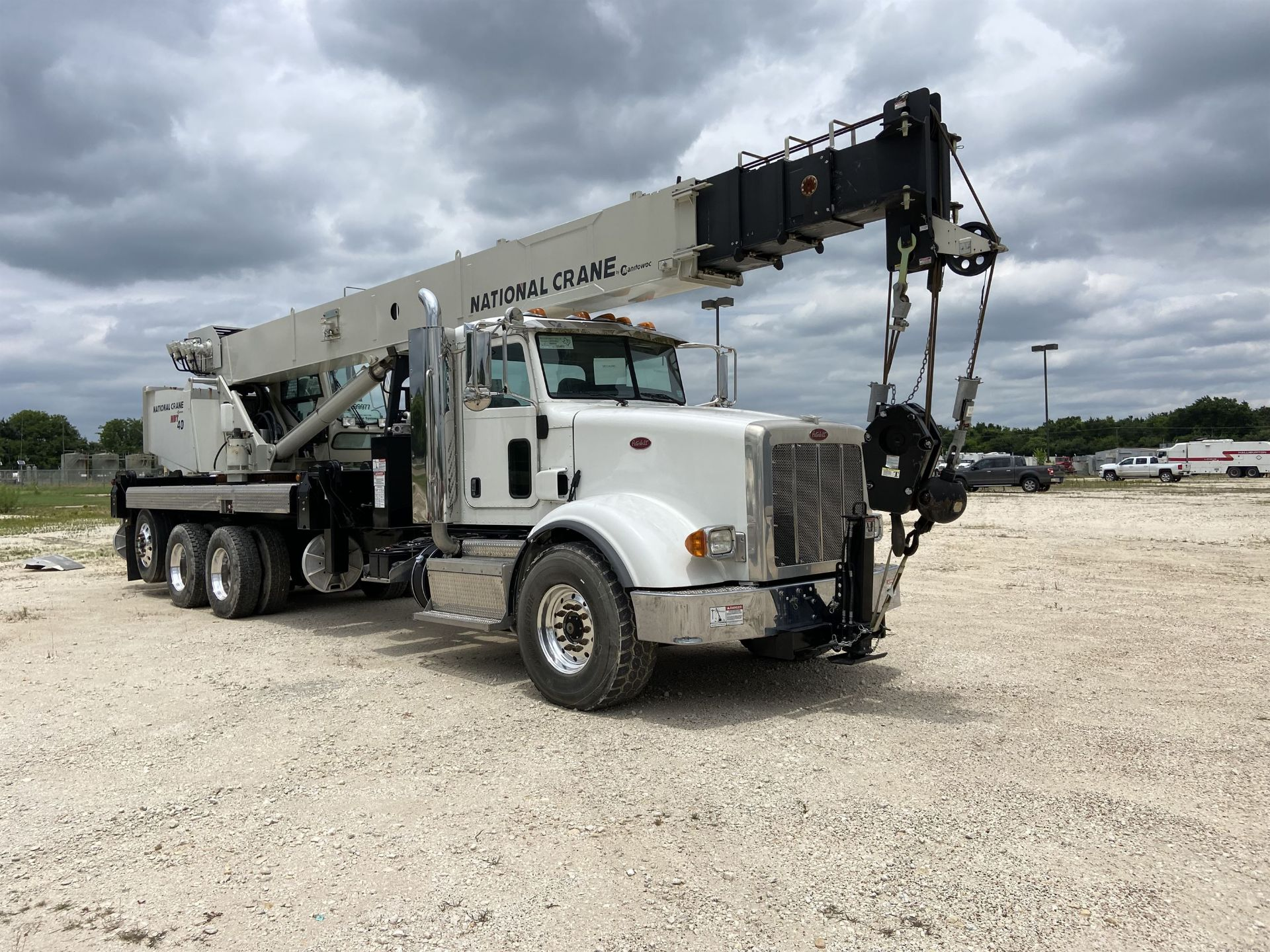 2014 NATIONAL NBT 40 Mobile Swing Truck Crane, s/n 299977, 3,266 Miles, 81.5 Hours - Image 4 of 35