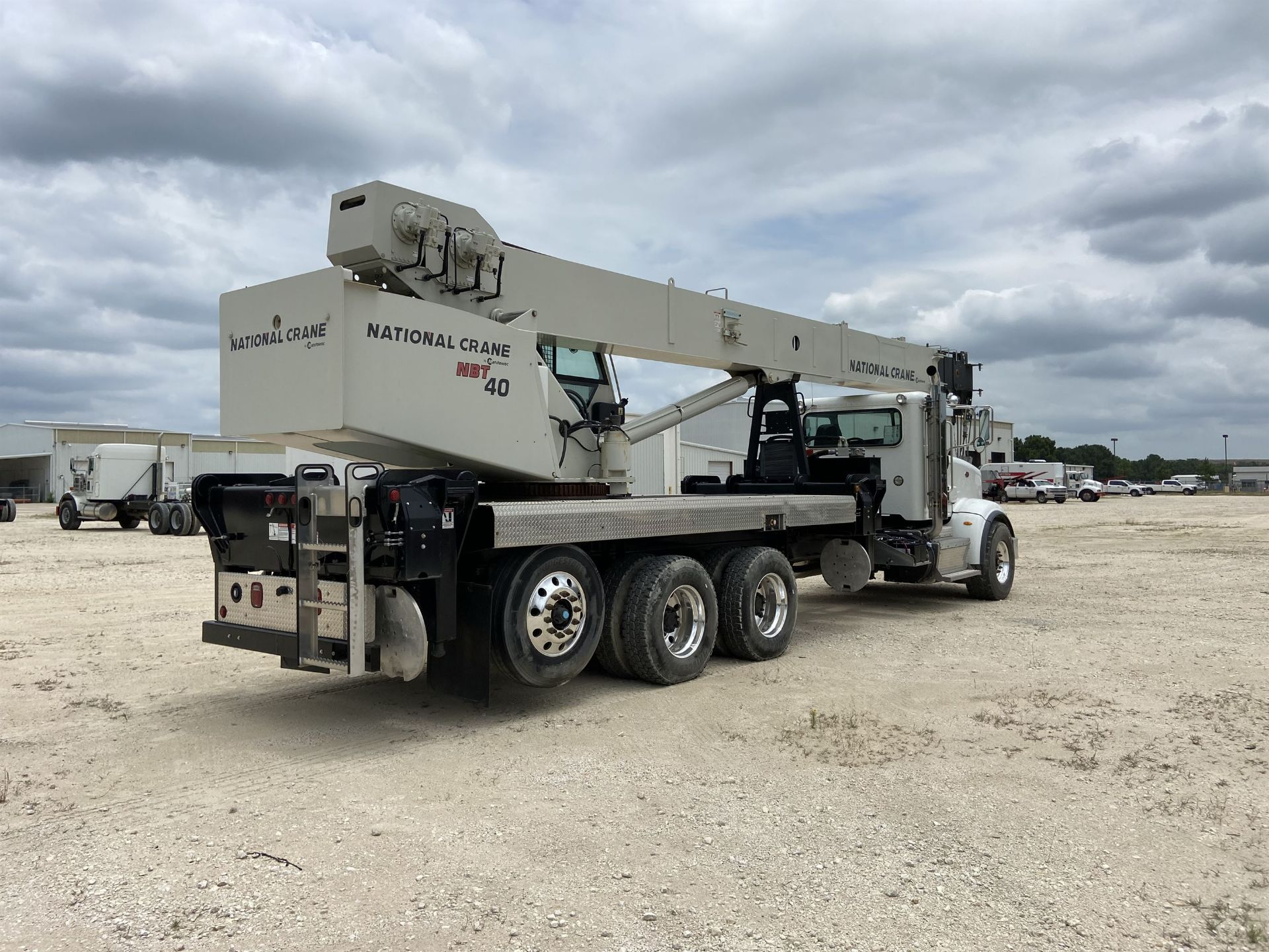 2014 NATIONAL NBT 40 Mobile Swing Truck Crane, s/n 299977, 3,266 Miles, 81.5 Hours - Image 3 of 35