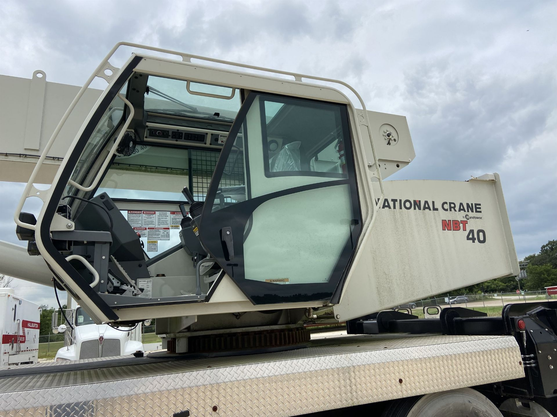 2014 NATIONAL NBT 40 Mobile Swing Truck Crane, s/n 299977, 3,266 Miles, 81.5 Hours - Image 28 of 35