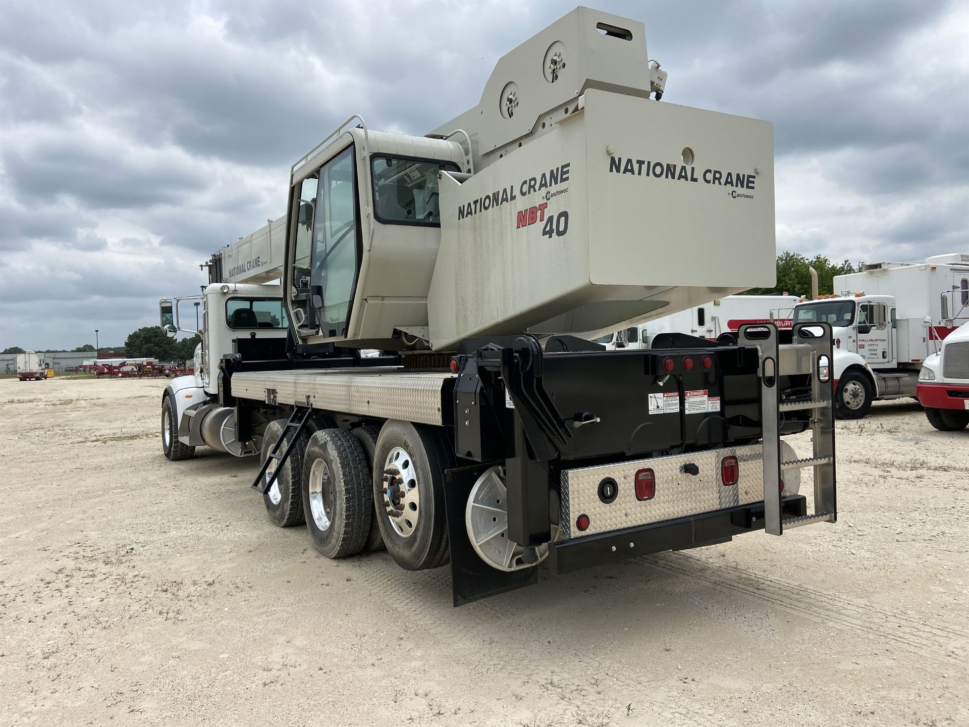 2014 NATIONAL NBT 40 Mobile Swing Truck Crane, s/n 299977, 3,266 Miles, 81.5 Hours - Image 2 of 35