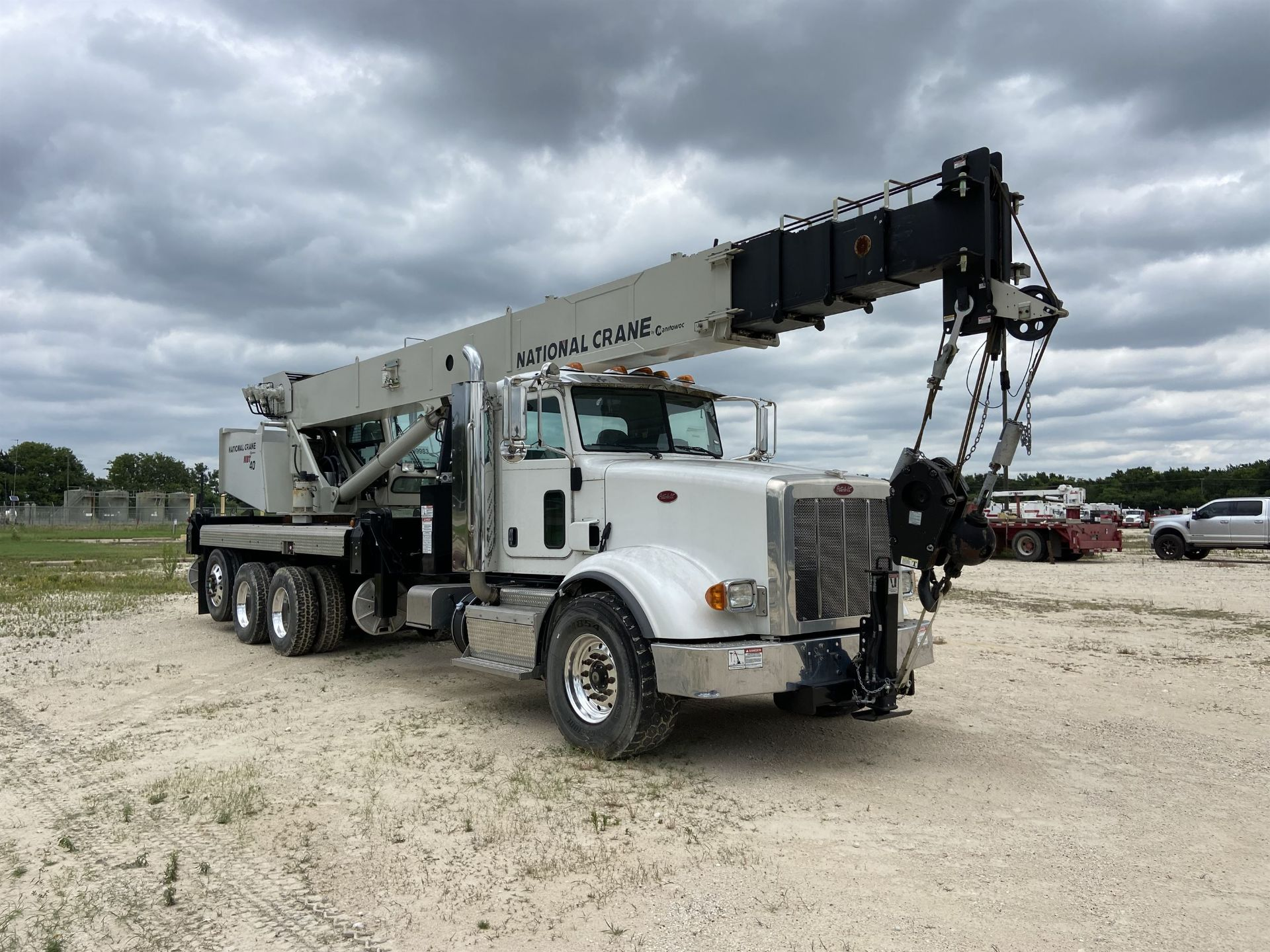 2014 NATIONAL NBT 40 Mobile Swing Truck Crane, s/n 299983, 2,174 Miles, 75.9 Hours - Image 4 of 35
