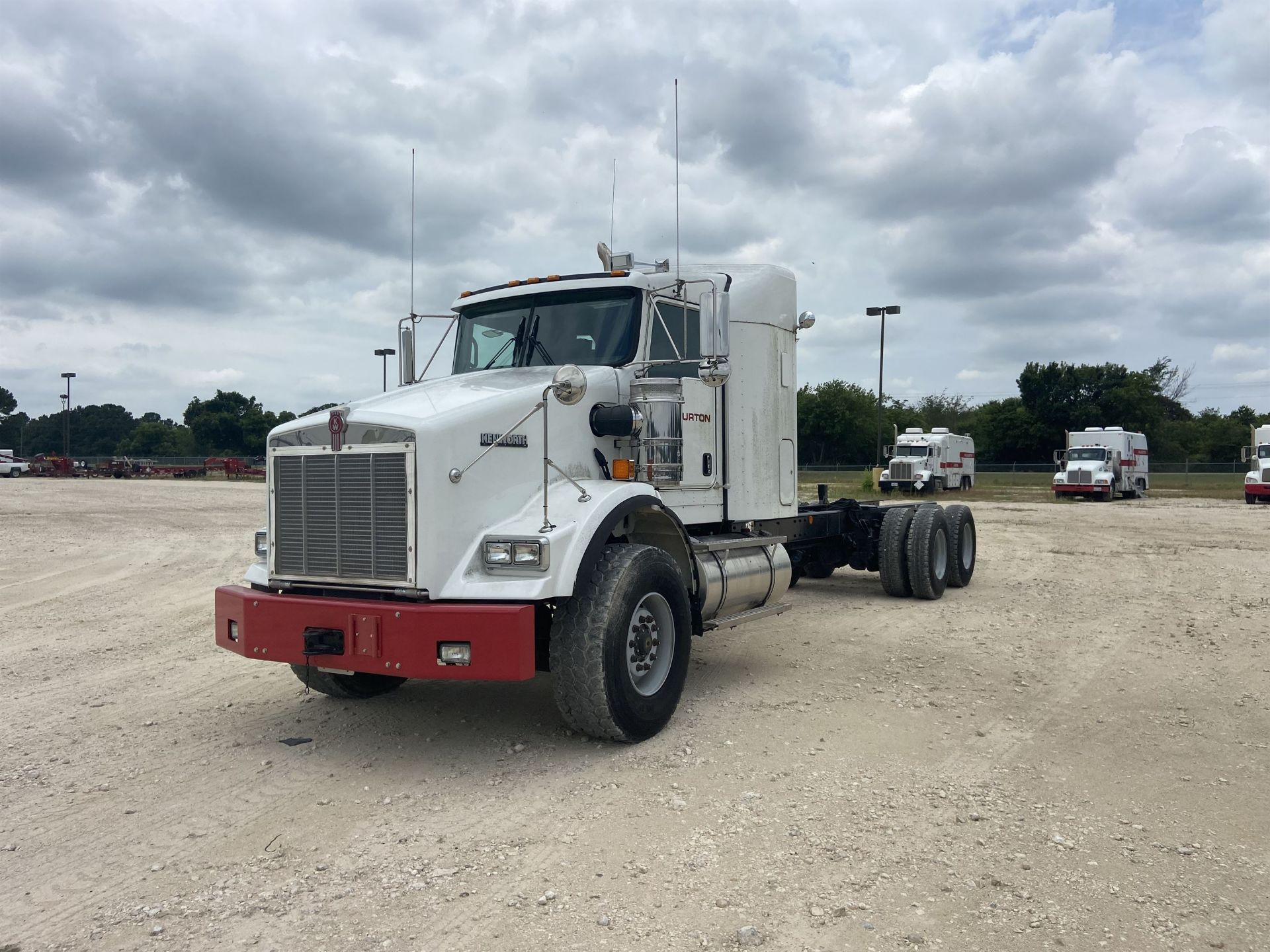 2015 KENWORTH T800 Cab and Chassis, VIN # 1NKDL00X2FR451214, 379 HP ISME 385 Engine, FRO14210C