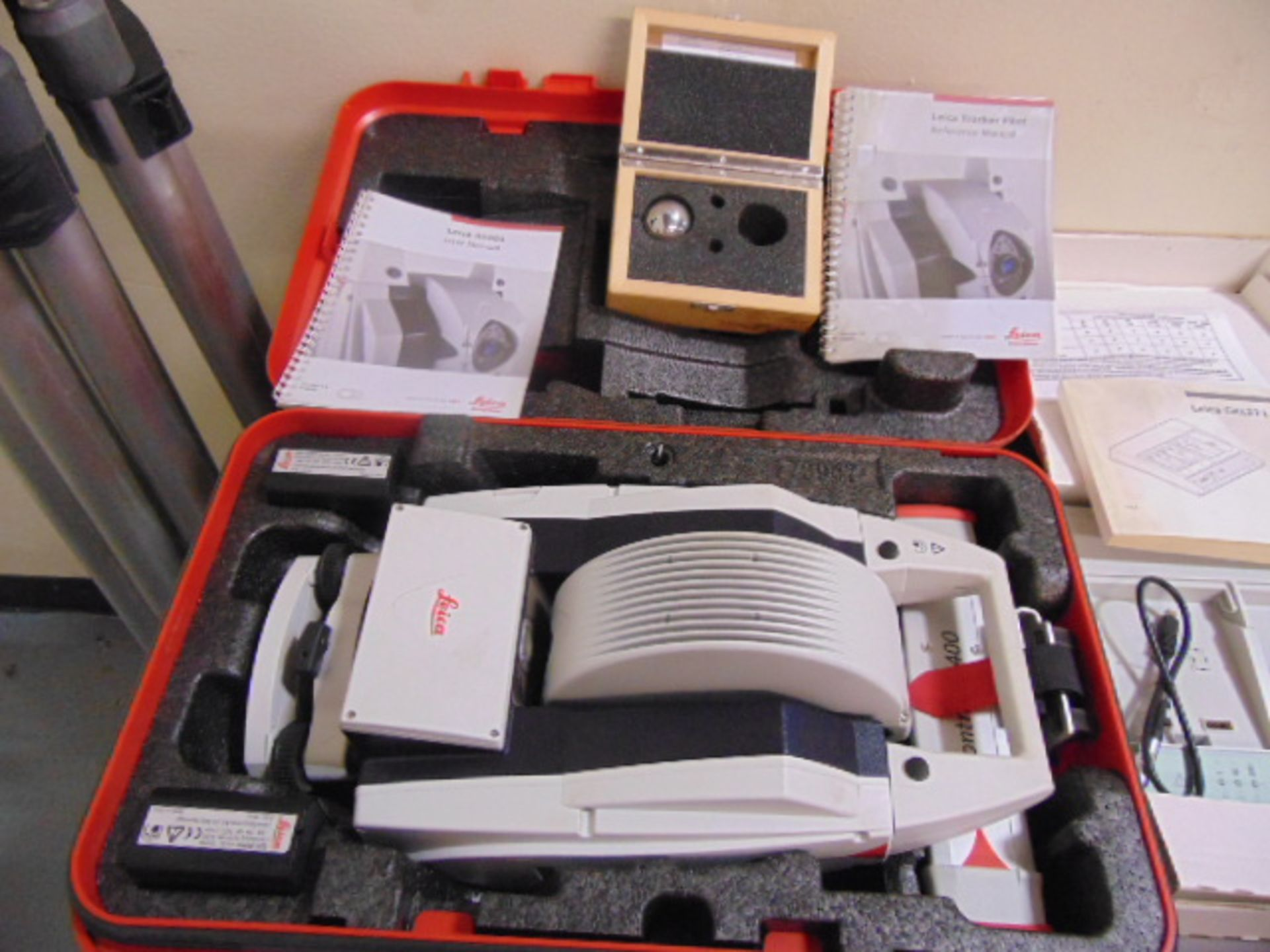 PORTABLE CMM LASER TRACKING SYSTEM, LEICA ABSOLUTE TRACKER MDL. AT401, Infinite horiz. rotation +/-