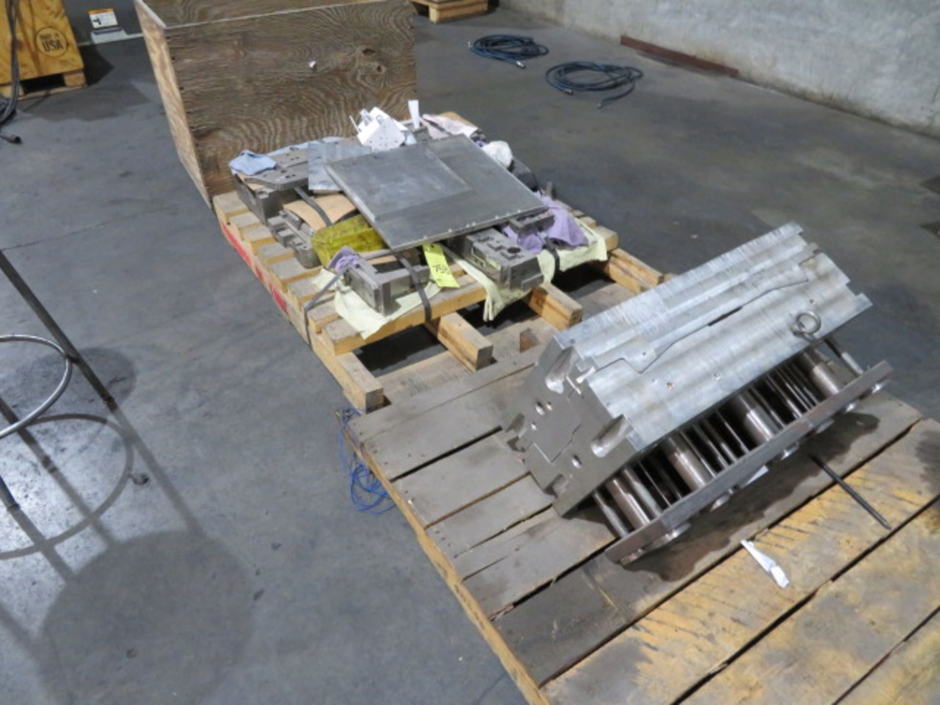 LOT CONSISTING OF: assorted aluminum, surplus, remnant, discontinued molds