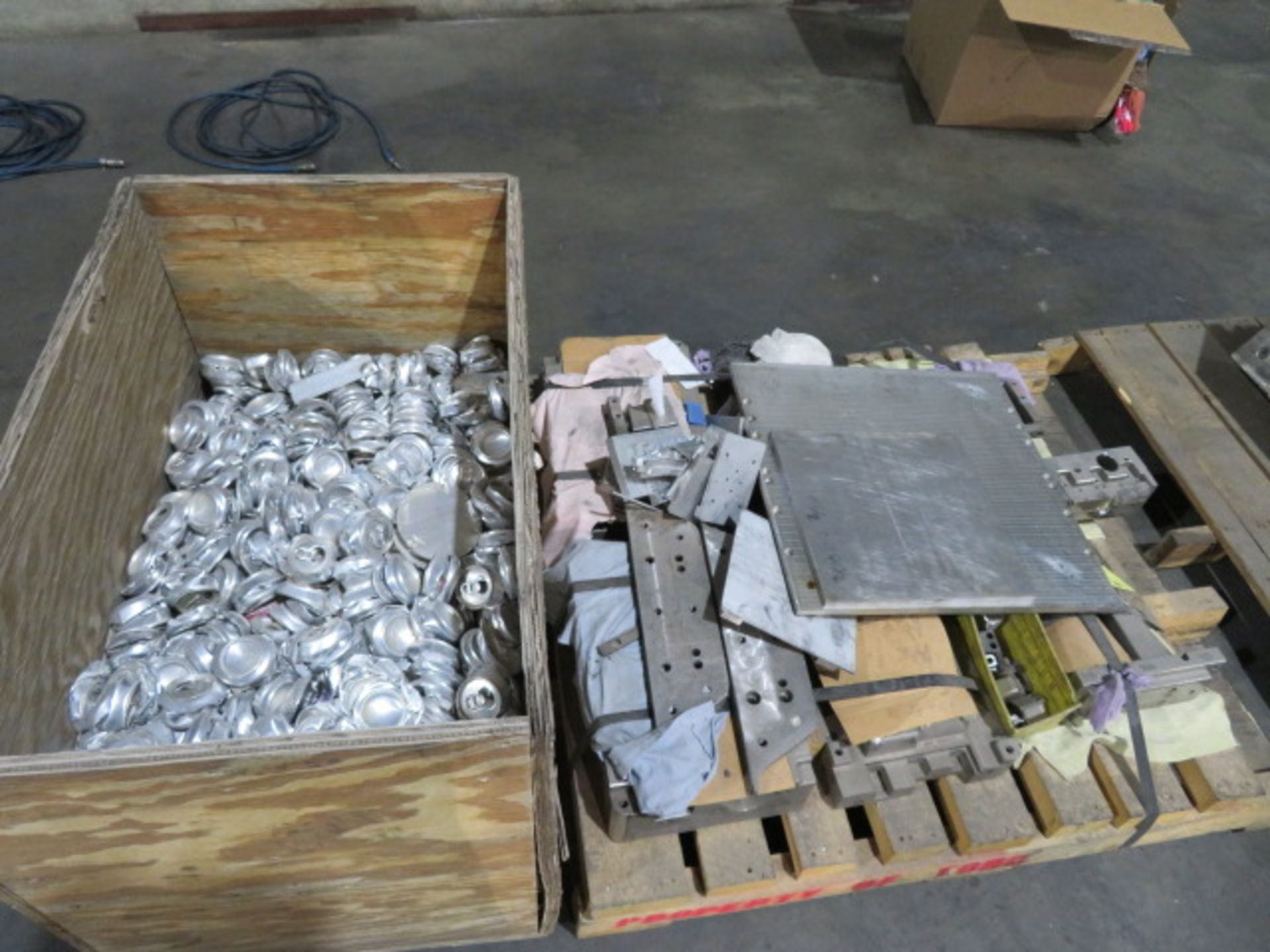 LOT CONSISTING OF: assorted aluminum, surplus, remnant, discontinued molds - Image 2 of 2