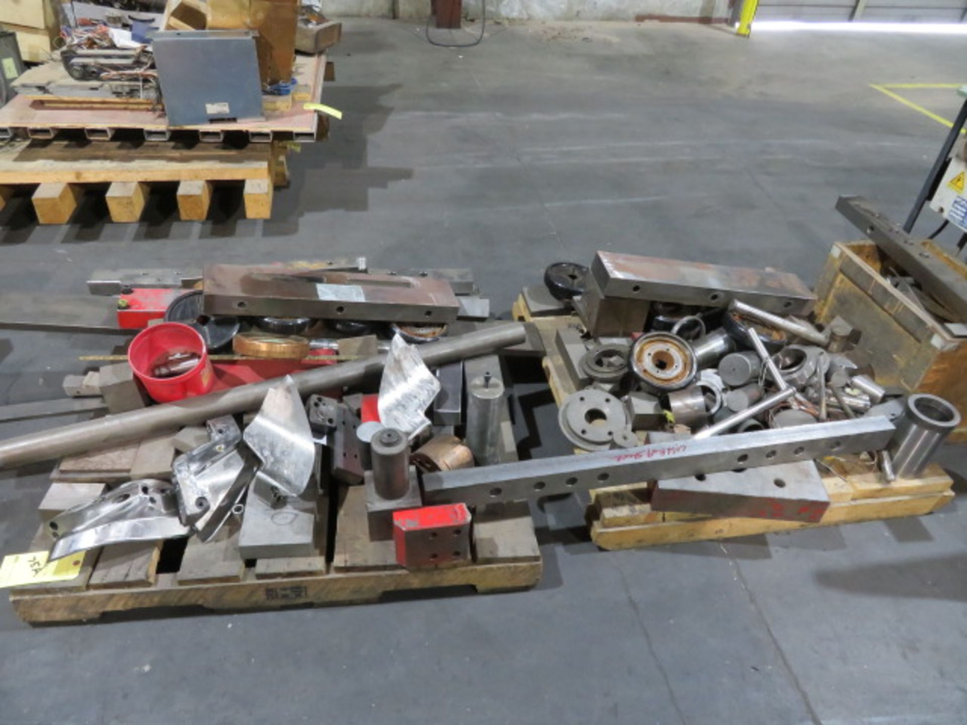 LOT CONSISTING OF: assorted steel, surplus, remnant, discontinued molds, machine pieces (on three - Image 3 of 4