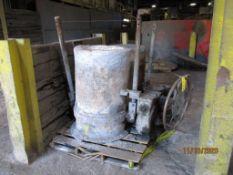 Modern 2700 lb. Pouring Ladle, 40:1 Gear Box (LOCATED IN COLUMBIANA, AL)