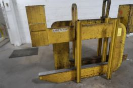 Bushman 15 Ton C-Hook, LOCATION: MAIN PRESS FLOOR
