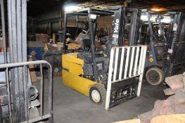 Yale 3 Wheel Electric Forklift Model ERP030TGN36TE078, Side Shifter, 2900 lb. Capacity, Triple