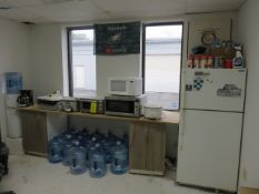 ASST. KITCHEN APPLIANCES COOLER, CROCK, COFFEE, TOASTER, M/W AND REFRIG/FREEZER MOLDY INSIDE, MUST T