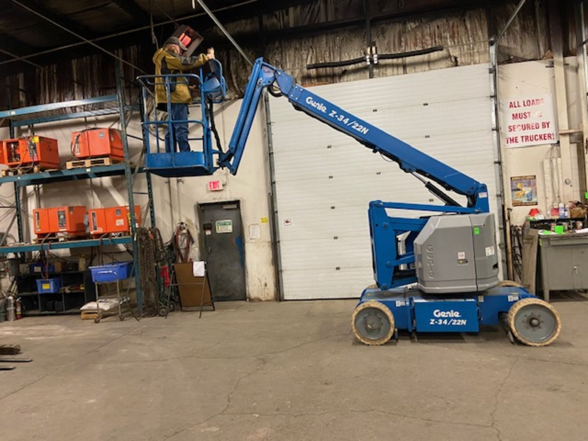 MINT 2005 Genie Boom Lift model Z-34/22N with 34' high with LOW hours ELECTRIC