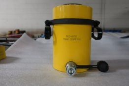 "RCH-602 MINT Hole Jack - 60 ton Hollow Hydraulic Jack with 2"" stroke - hole through type cylinder"