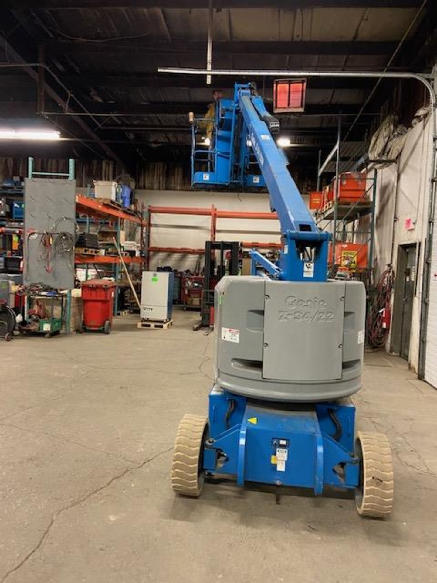 MINT 2005 Genie Boom Lift model Z-34/22N with 34' high with LOW hours ELECTRIC - Image 2 of 4