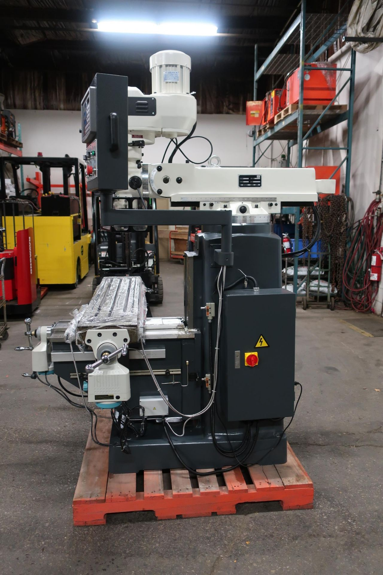 Bernardo MINT / UNUSED Milling Machine with Full Power Feed Table on ALL AXIS (X, Y and Z) with - Image 2 of 3