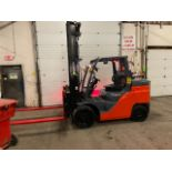FREE CUSTOMS - MINT New in 2016 Toyota 14000lbs capacity LPG (propane) Forklift with fork positioner