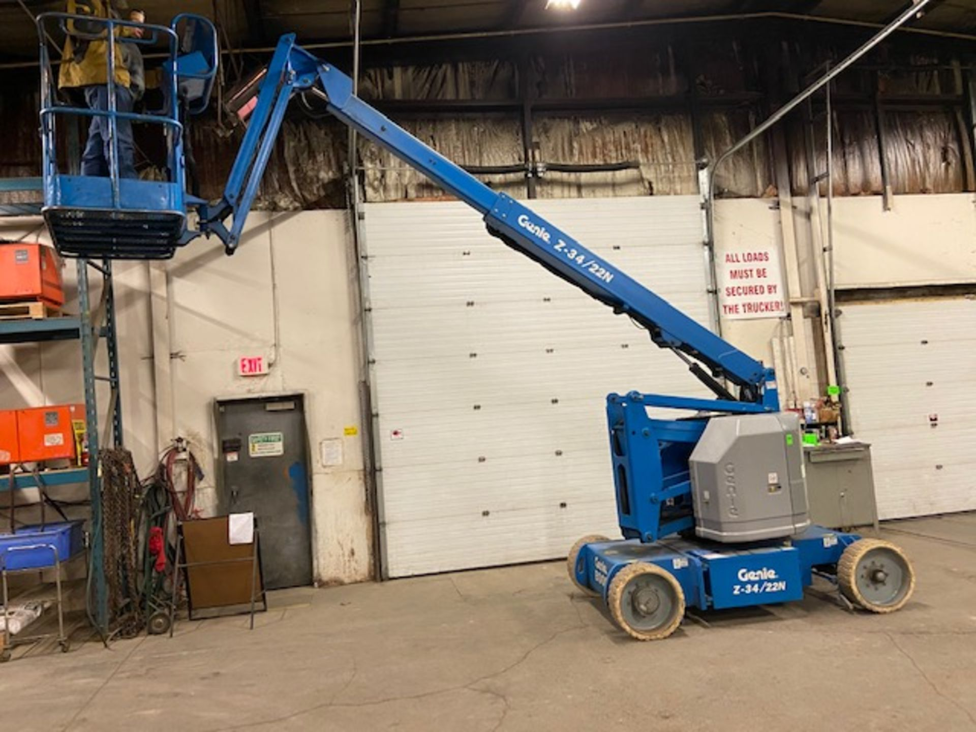 MINT 2005 Genie Boom Lift model Z-34/22N with 34' high with LOW hours ELECTRIC - Image 3 of 4