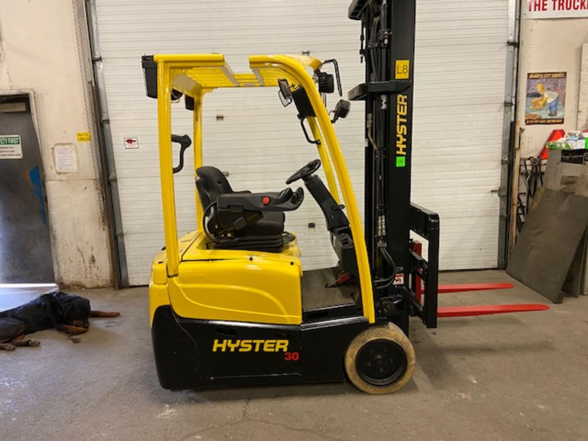 FREE CUSTOMS - 2013 Hyster 3000lbs Capacity 3-wheel Forklift Electric with 3-stage mast with