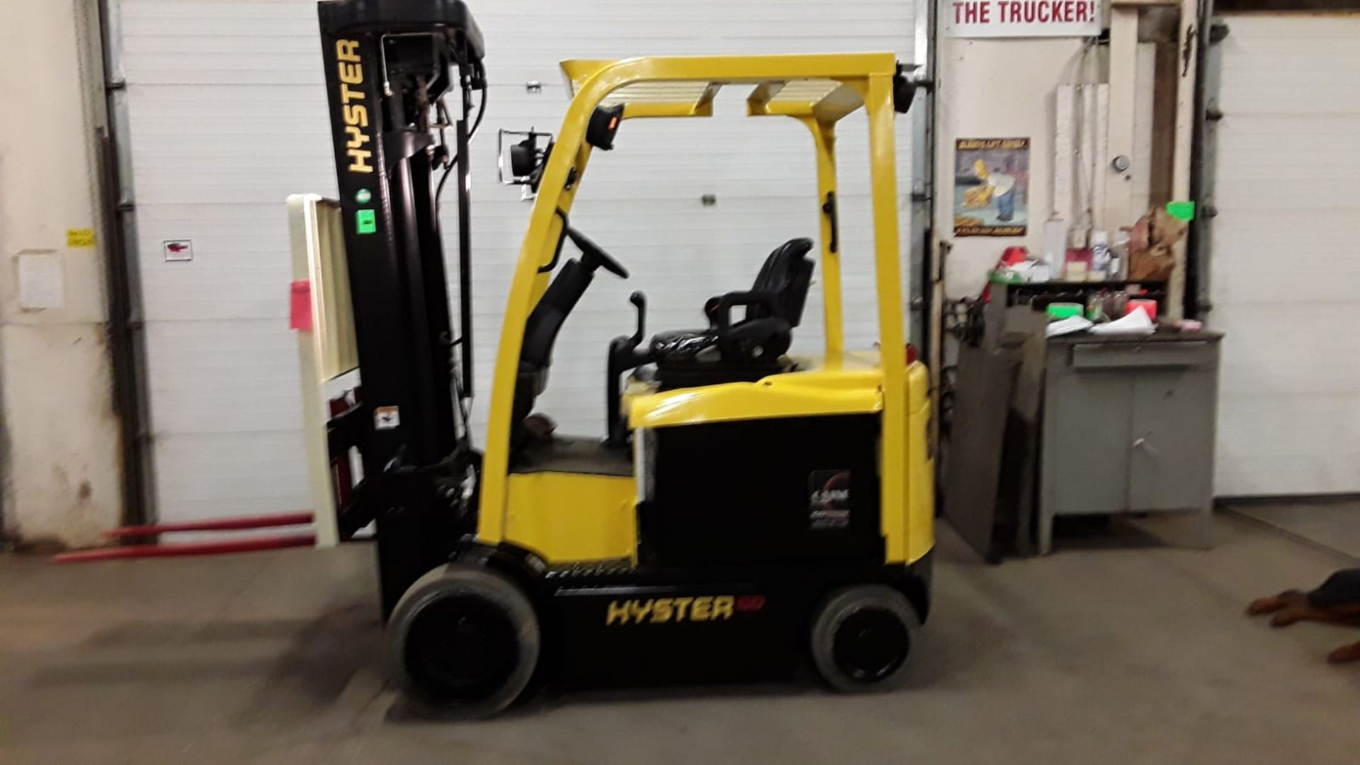 FREE CUSTOMS - 2011 Hyster 5000lbs Capacity Forklift Electric with 4-STAGE MAST with sideshift