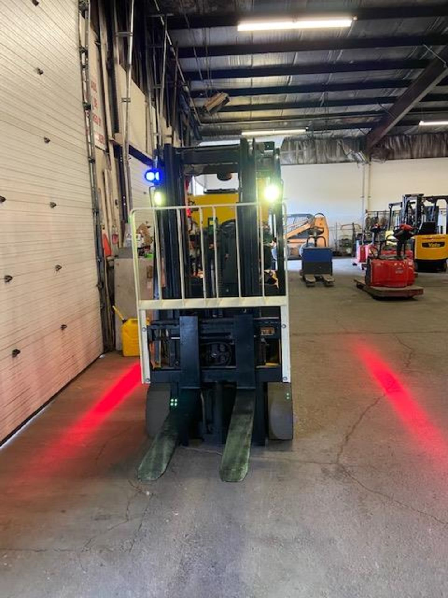 FREE CUSTOMS - 2015 Yale 5000lbs Capacity Forklift Electric with 3-STAGE MAST with sideshift MINT - Image 2 of 2