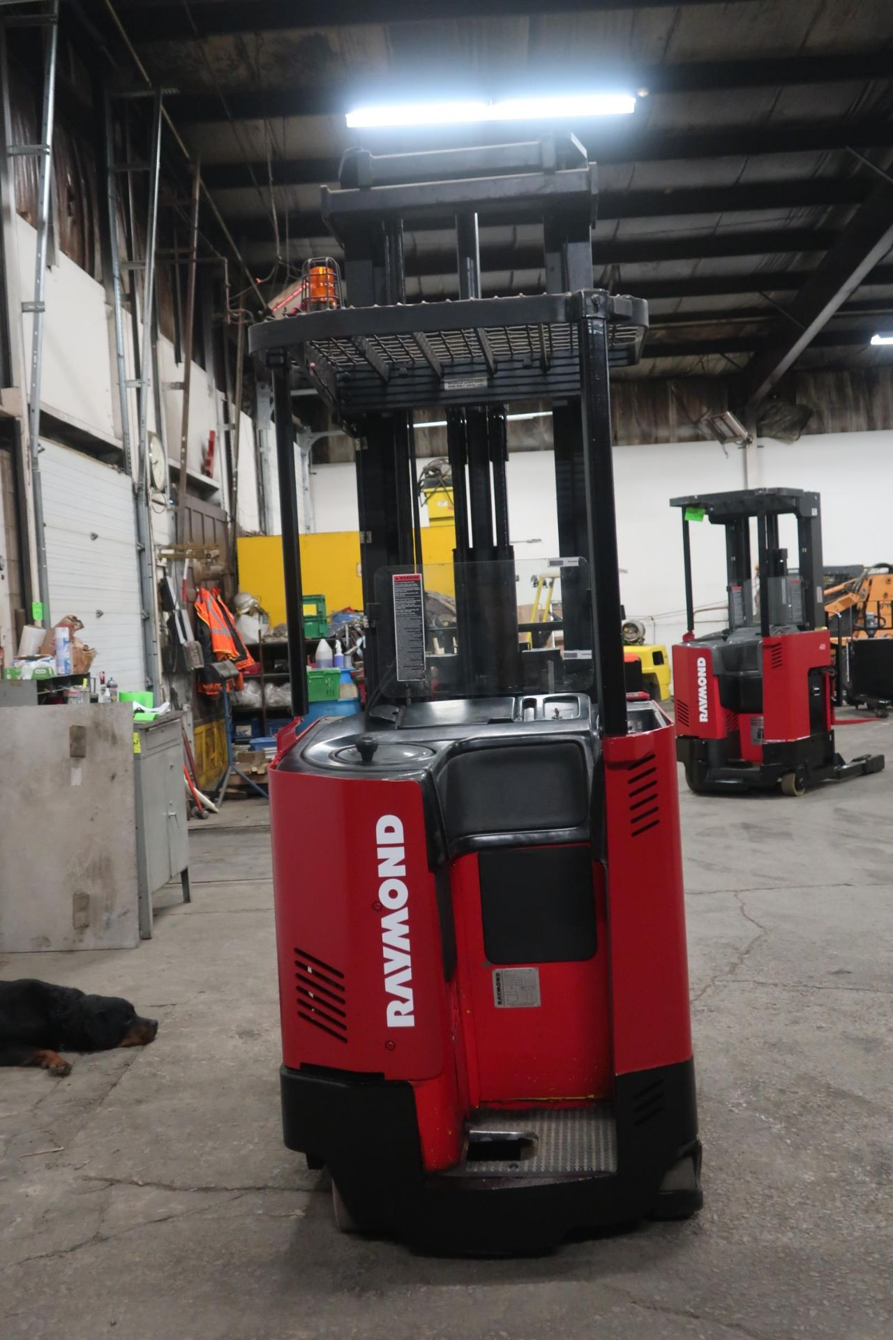 FREE CUSTOMS - Raymond Reach Truck Pallet Lifter REACH TRUCK electric 4500lbs with sideshift - Image 3 of 3