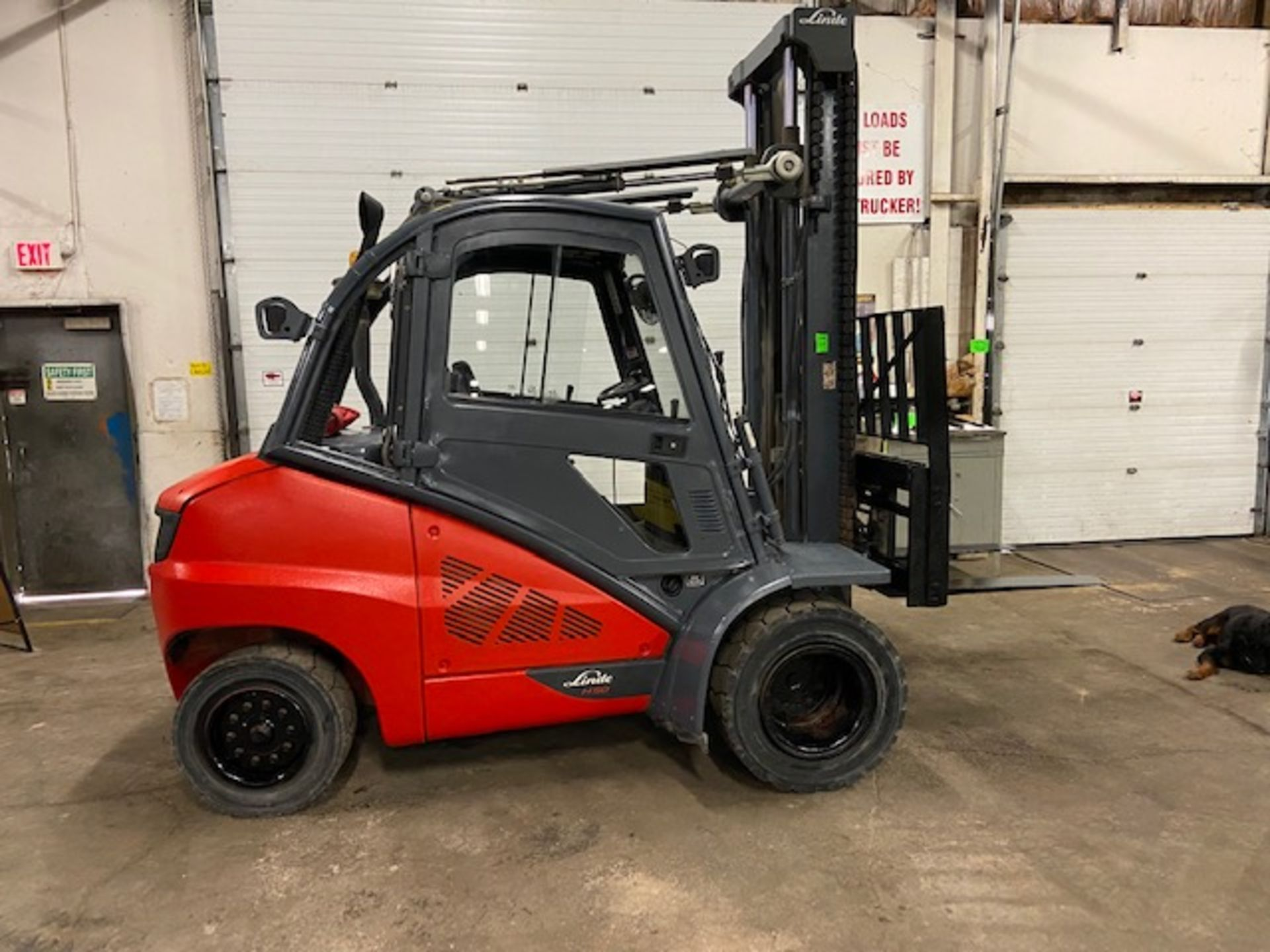 FREE CUSTOMS - 2012 Linde 10,000lbs OUTDOOR Forklift with NICE CAB & sideshift & fork positioner