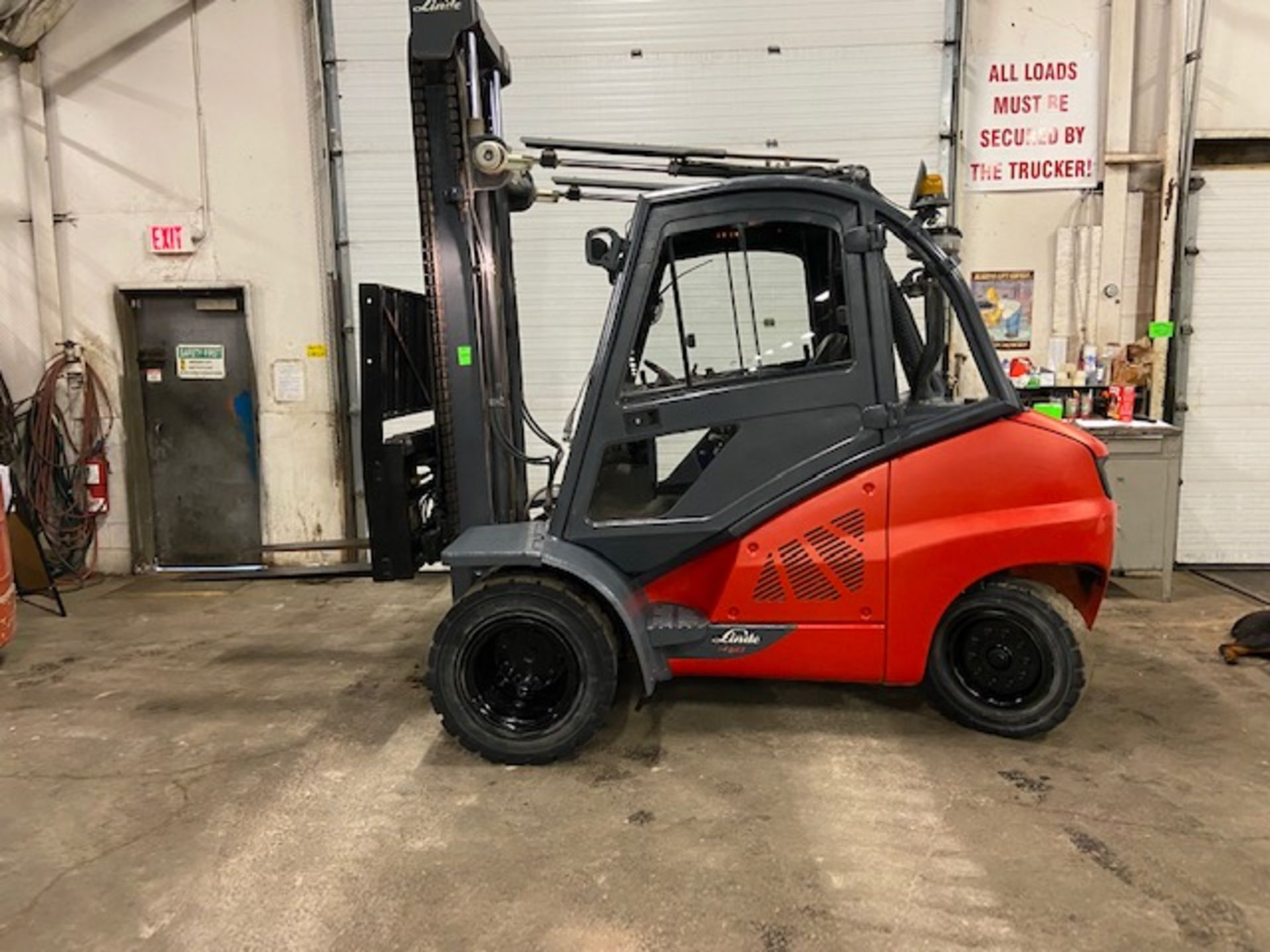 FREE CUSTOMS - 2012 Linde 10,000lbs OUTDOOR Forklift with NICE CAB & sideshift & fork positioner - Image 5 of 5