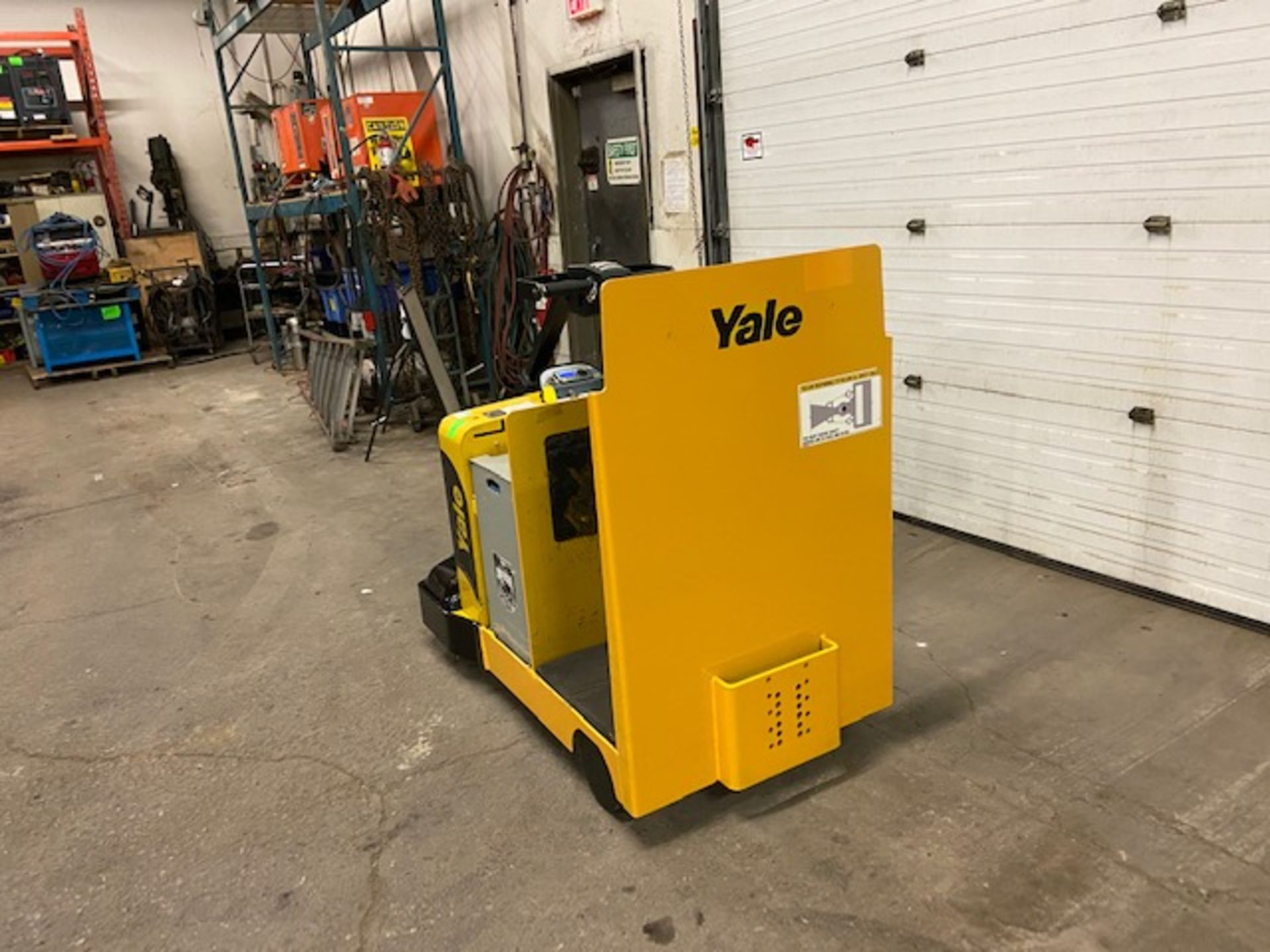 2014 Yale Ride On Tow Tractor - Tugger / Personal Carrier Electric 24V - Image 4 of 4